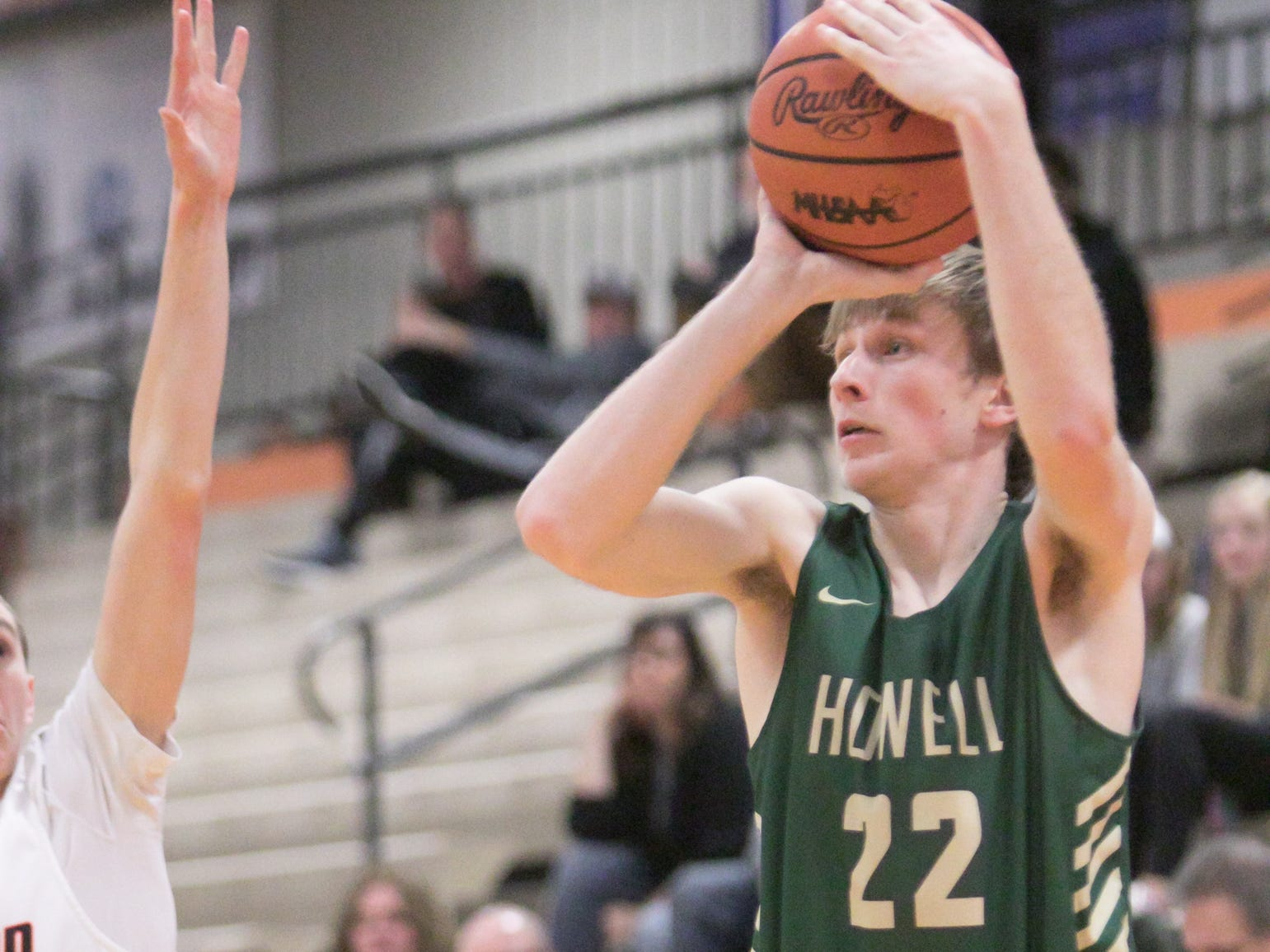 Cody Deurloo of Howell lines up a shot in the game at Brighton Tuesday, Jan. 8, 2019.