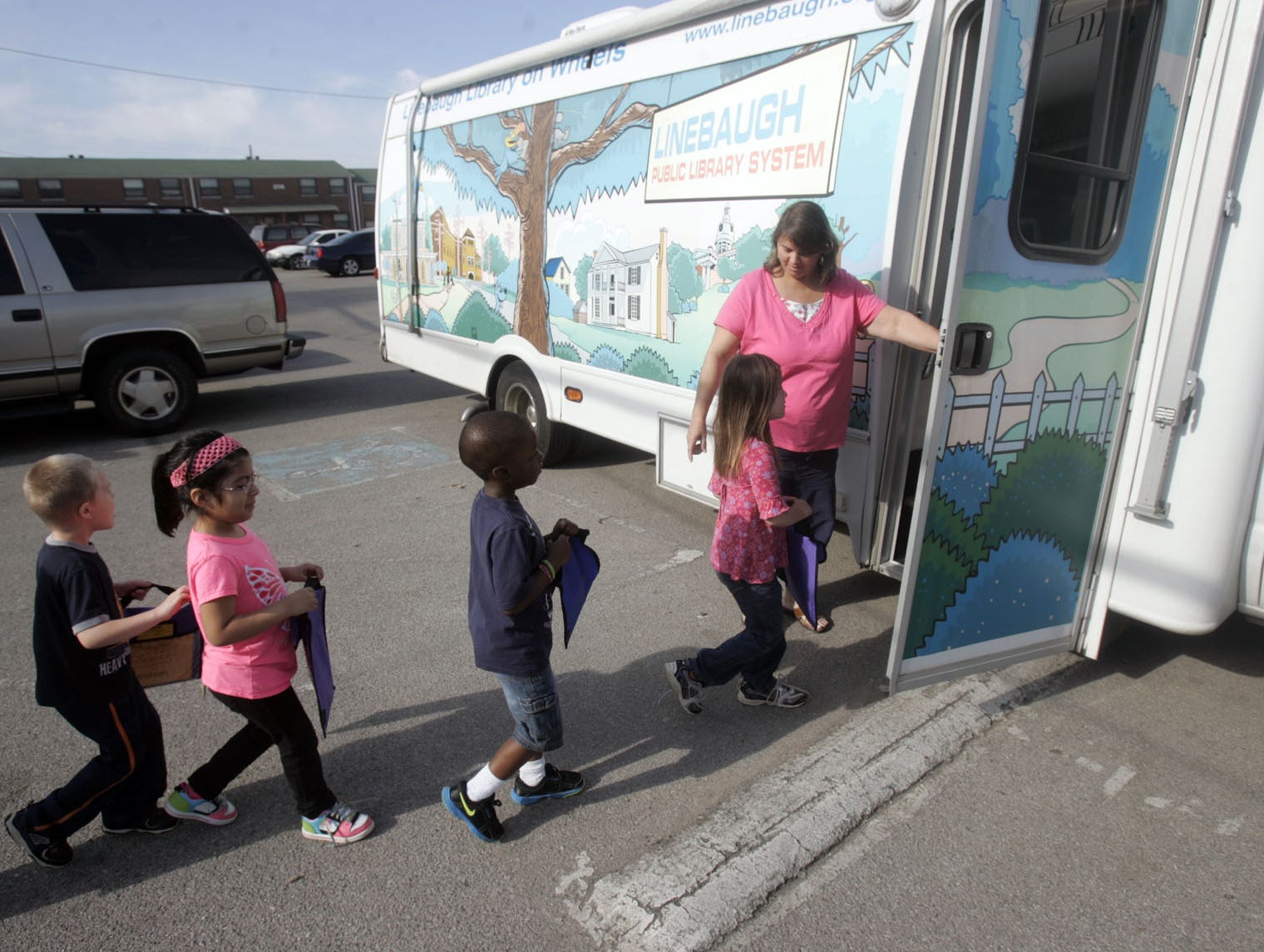 Linebaugh Library has a bookmobile to encourage literacy.