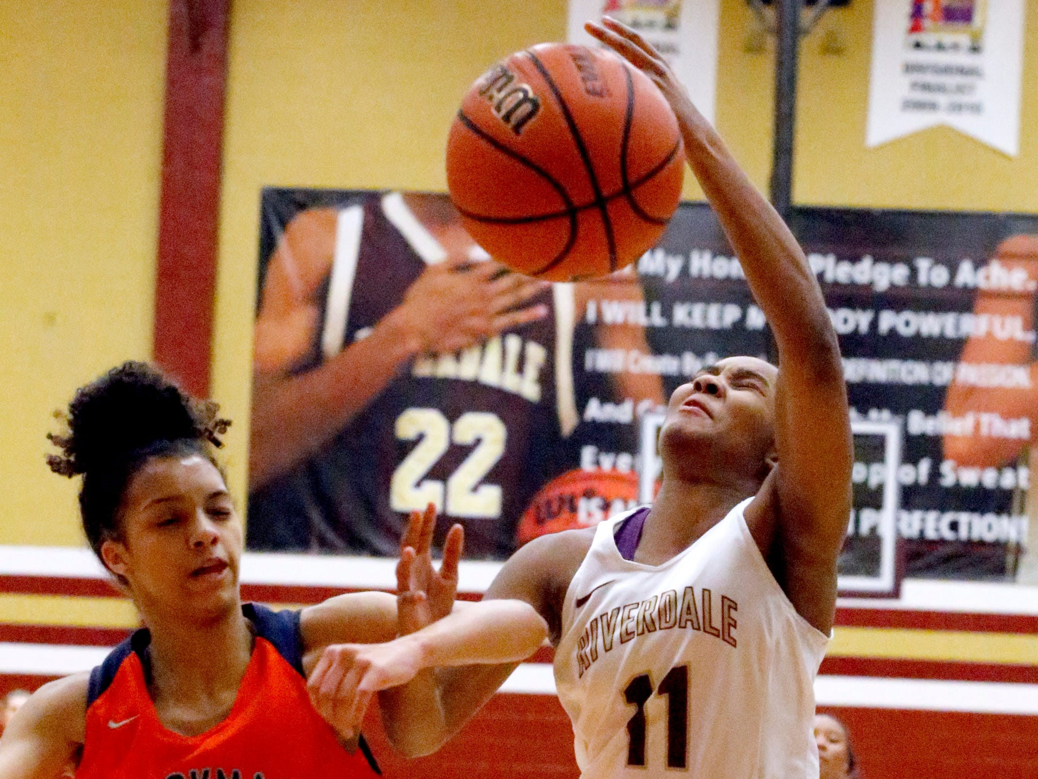 Riverdale's Aislynn Hayes (11) goes up for a shot as Blackman's Victoria Page (15) defends her on Tuesday Jan. 8, 2019