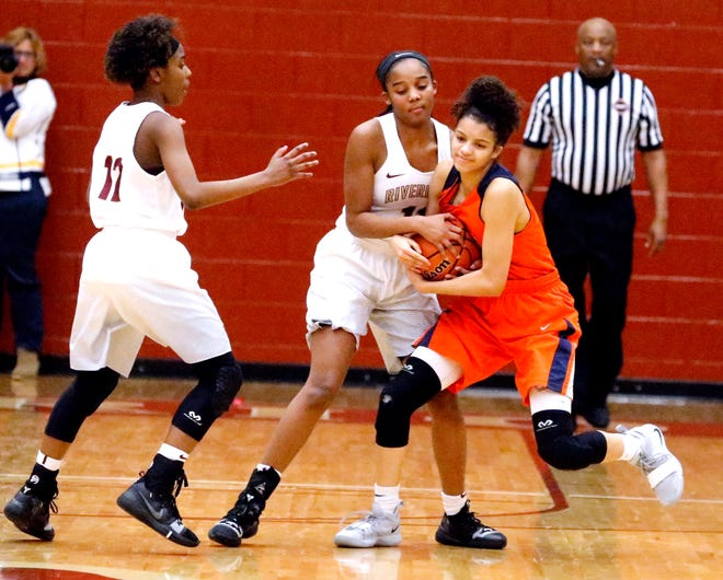 Riverdale's Aislynn Hayes (11) and Blackman's Victoria Page (15) both fight for the ball as Riverdale's TK Goff (12) moves in to help get the ball on Tuesday Jan. 8, 2019.