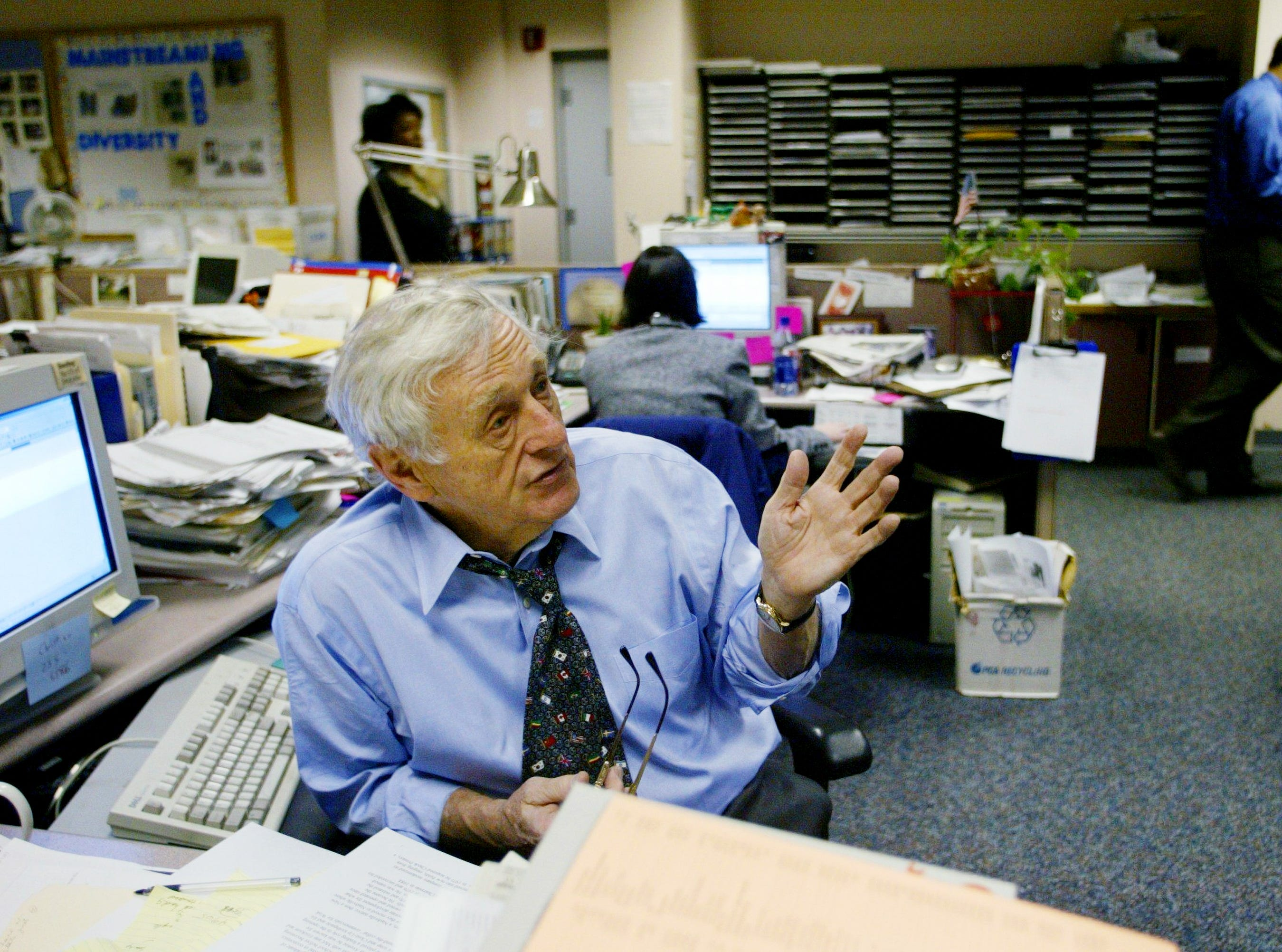 Former Tennessean editor and publisher John Seigenthaler works in the newsroom Jan. 28, 2003.