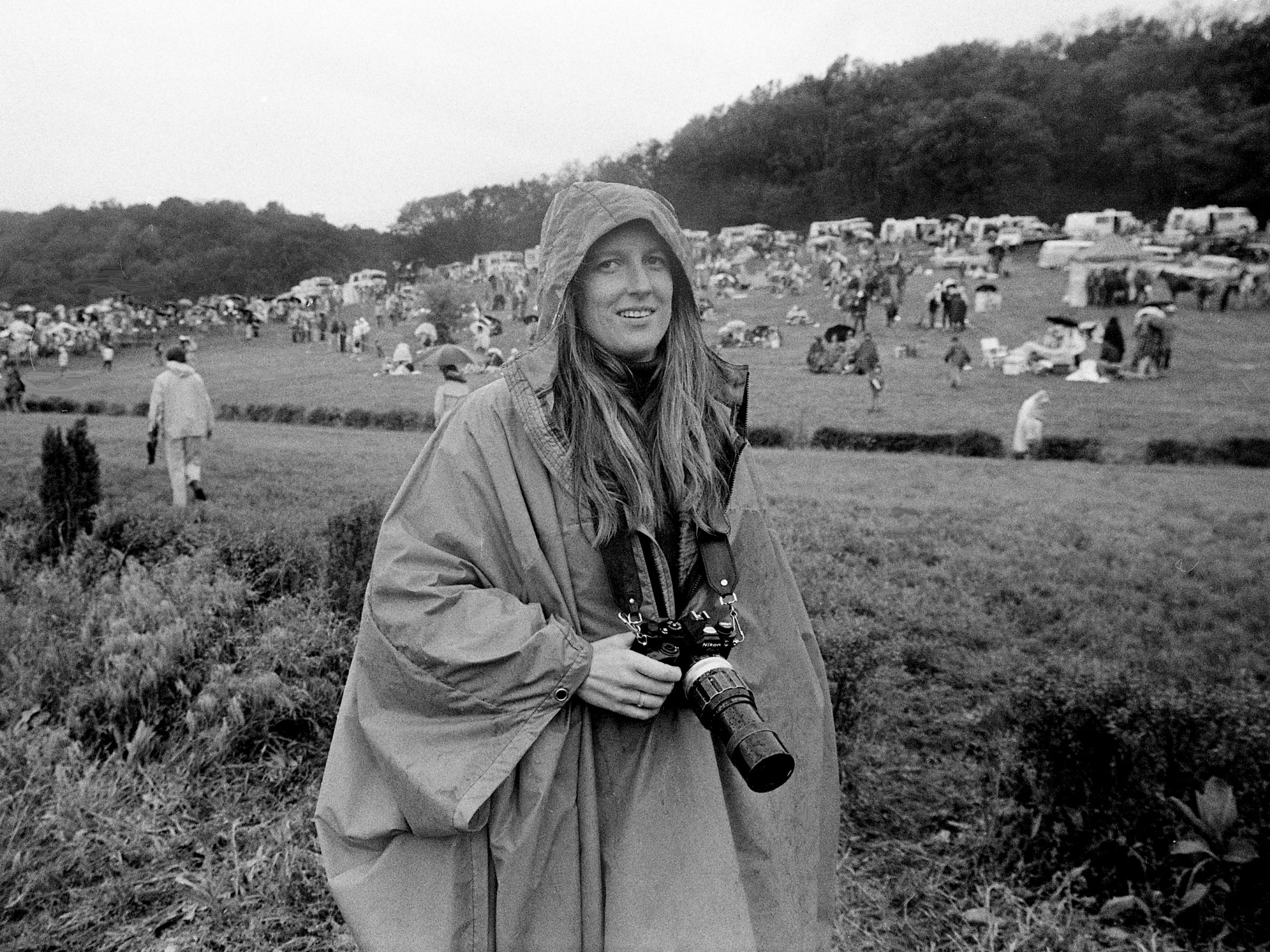 Tennessean staff photographer Nancy Warnecke is protected from the chilly rain as she covers the 37th annual Iroquois Steeplechase on May 13, 1978.