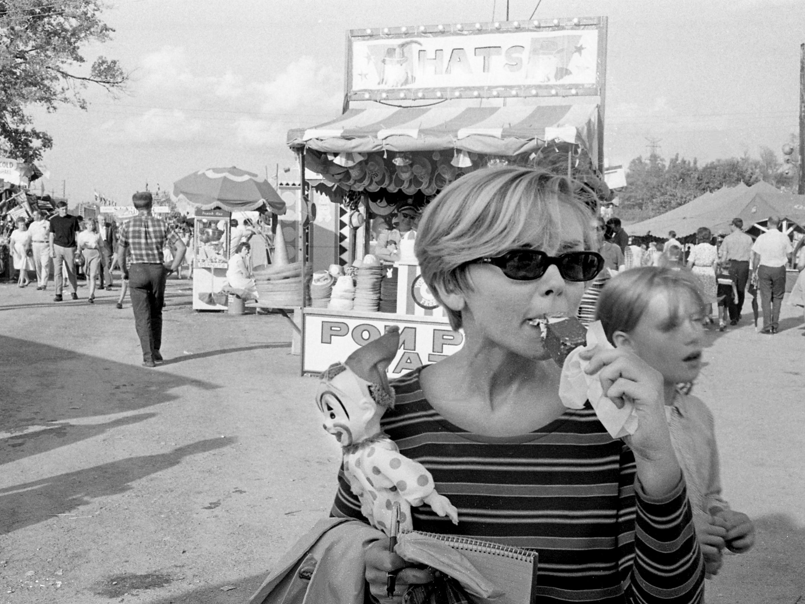 Tennessean staff reporter Dolores Smith enjoys the 62nd Tennessee State Fair as she covers it for the newspaper Sept. 21, 1967.