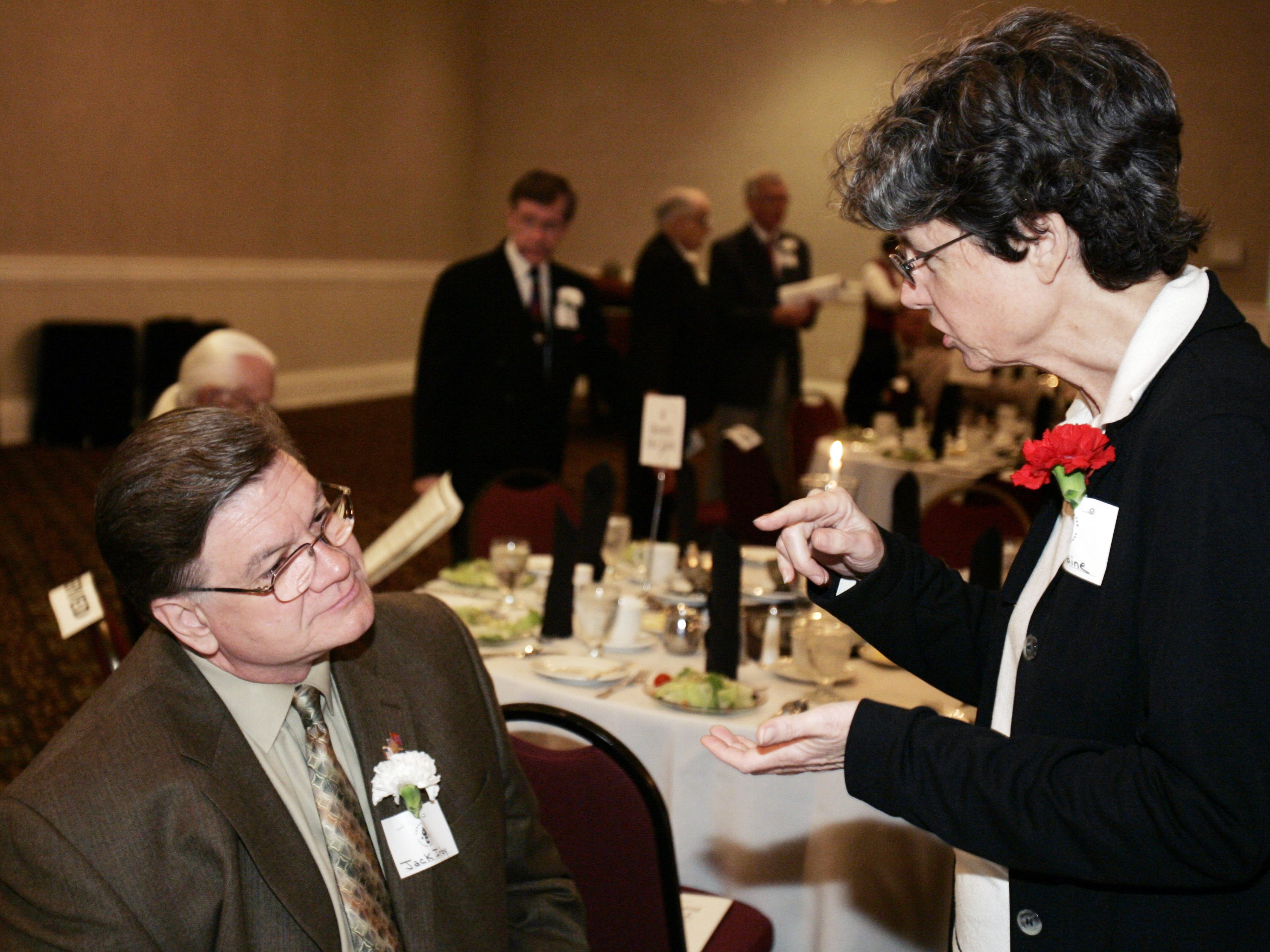 Tennessean reporter Anne Paine, right, talks with three-star letter writer and Tennessean.com blogger Jack Irby at the Three Star Forum Banquet on May 4, 2007.