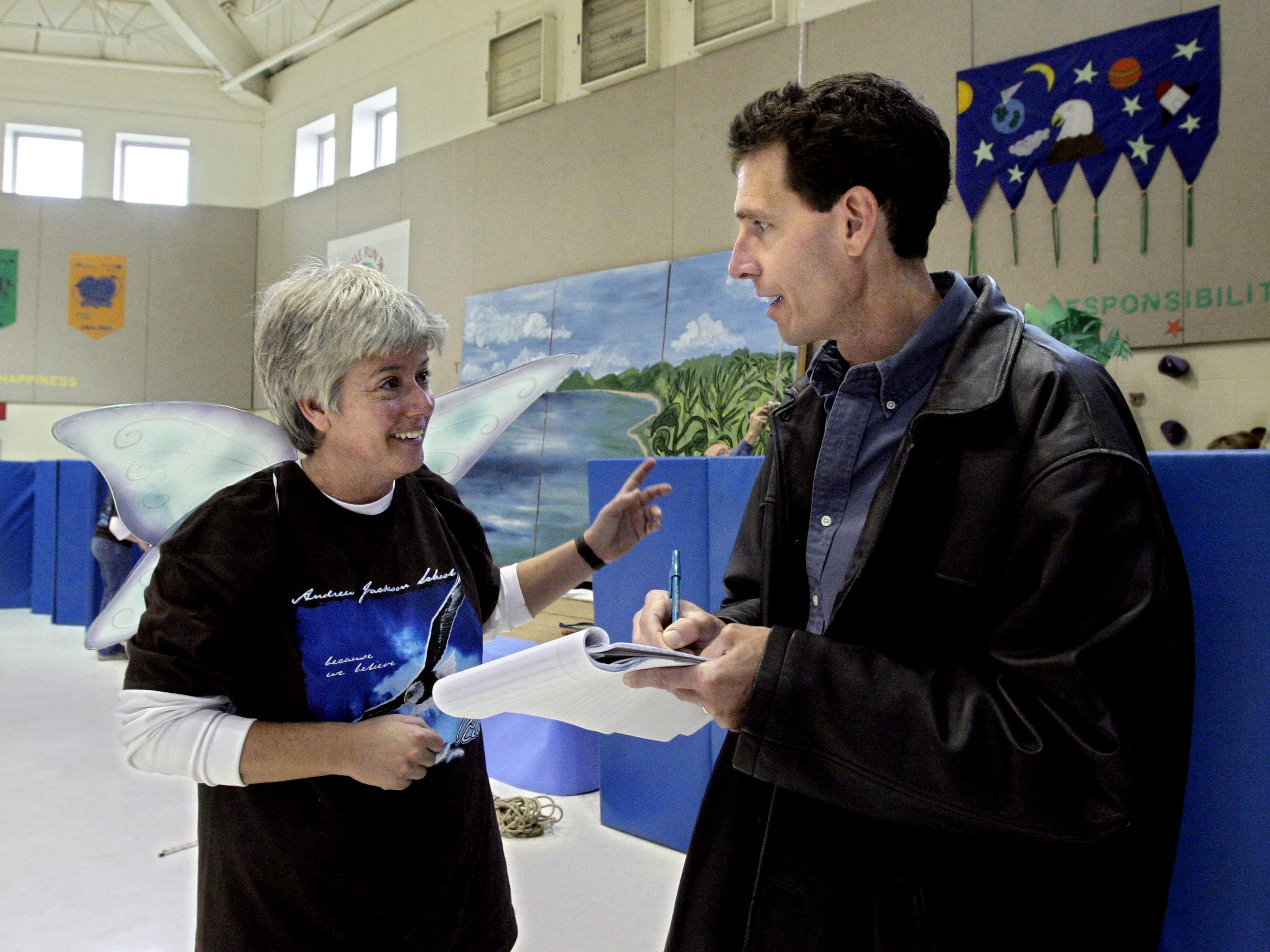 Susan Floyd, left, organizer of the annual Eagle Run at Andrew Jackson Elementary School in Old Hickory, Tenn., talks with Tennessean reporter Andy Humbles for a story Oct. 20, 2006.
