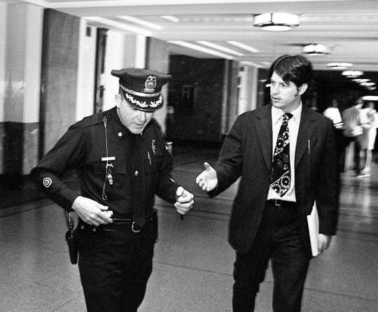 Metro police Maj. James A. York, left, declines to answer questions from Tennessean reporter Al Gore Jr. as he leaves the Davidson County grand jury room at the Metro Courthouse on Oct. 12, 1973.