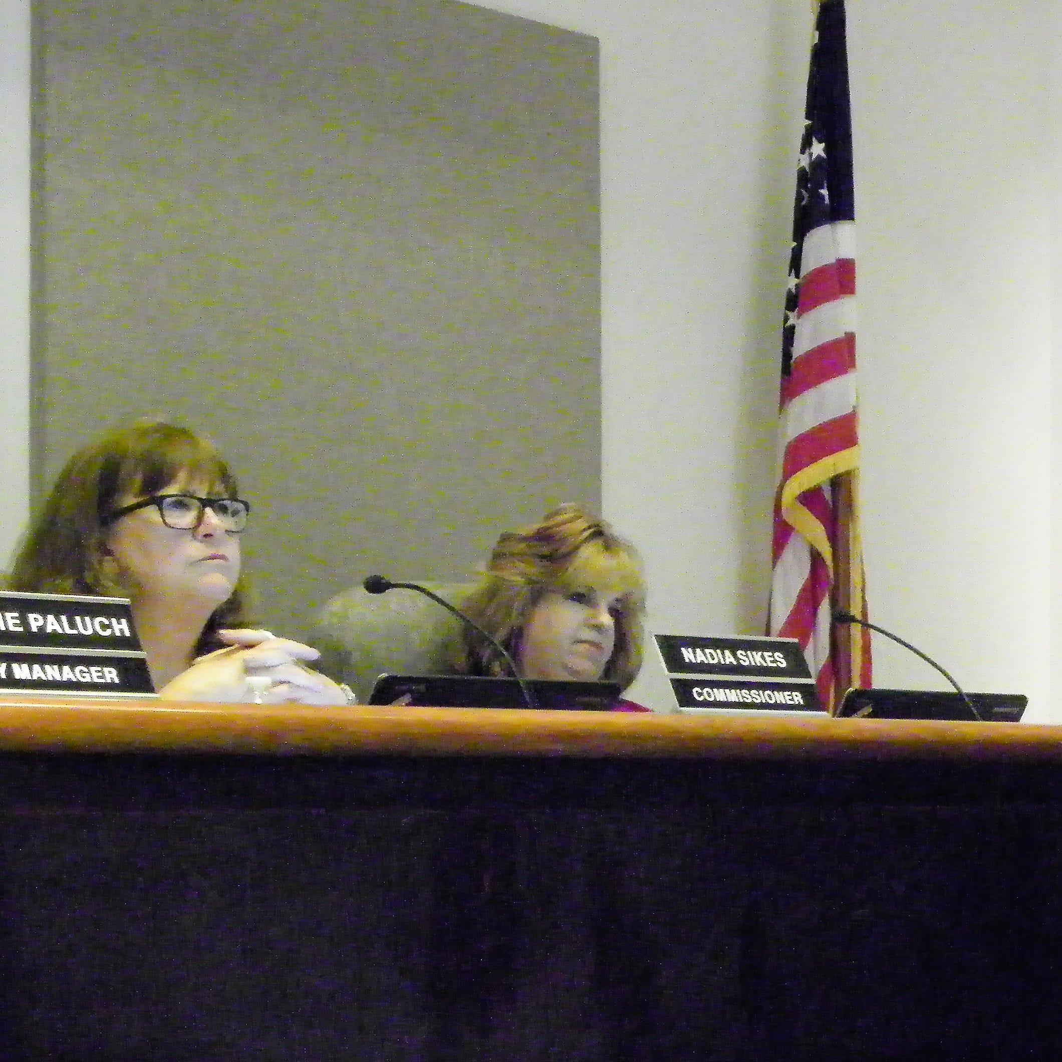 Alamogordo Commission backs Susan Payne, no action taken on Facebook post complaint