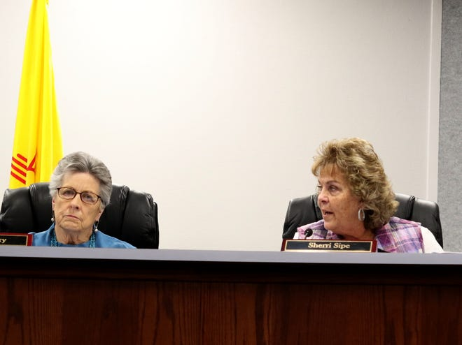 Commissioner Sherri Sipe, right, speaks Tuesday during an Aztec City Commission meeting.