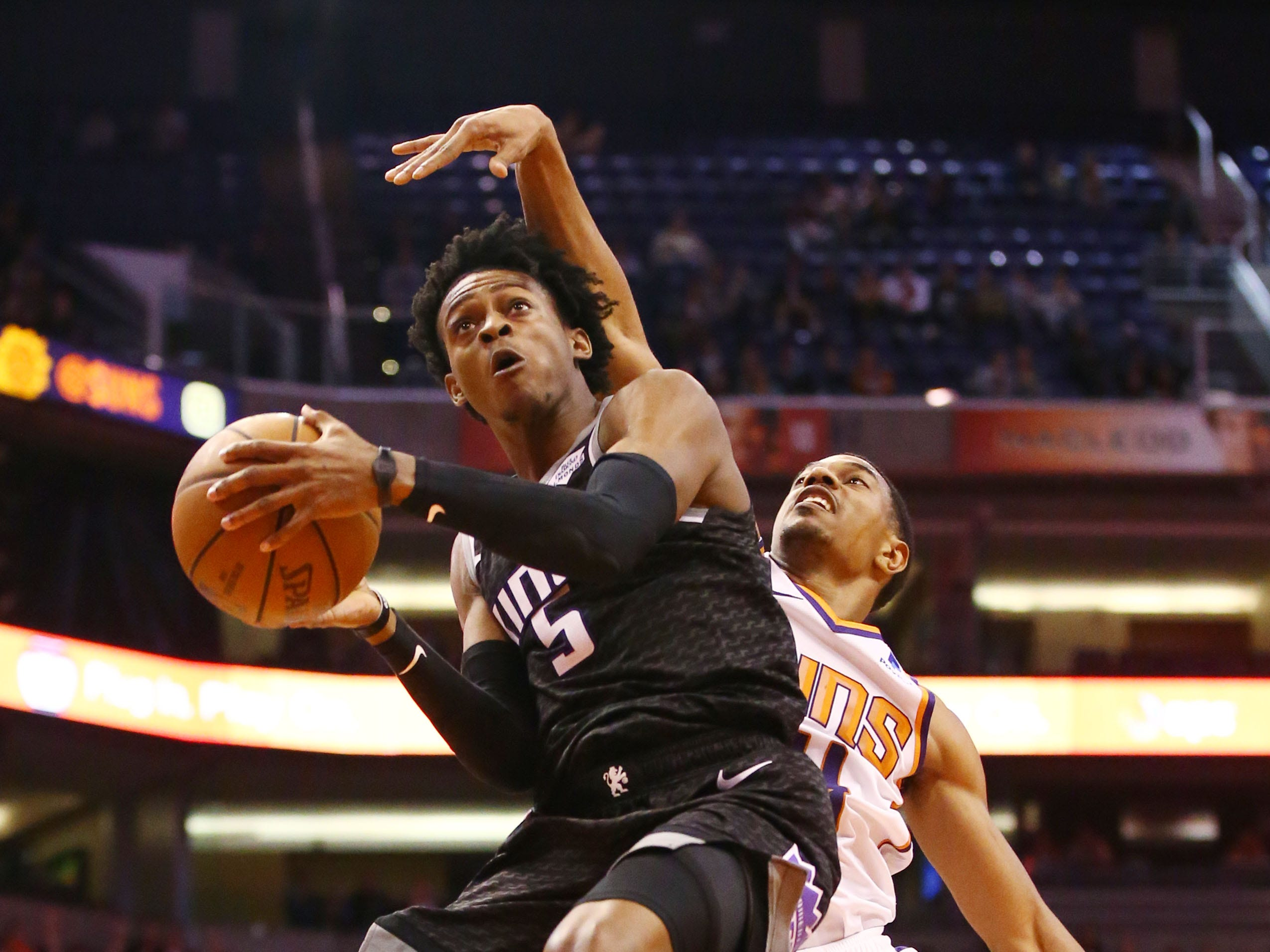 Phoenix Suns forward De'Anthony Melton pressures the shot by Sacramento Kings guard De'Aaron Fox in the second half on Jan. 8 at Talking Stick Resort Arena.