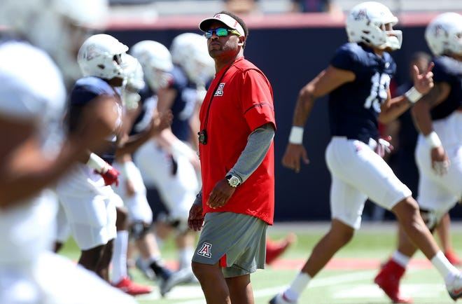 Arizona Wildcats head coach Kevin Sumlin watches his players stretch out during the Arizona Wildcats spring football scrimmage on April 7, 2018, at Arizona Stadium in Tucson, Ariz.