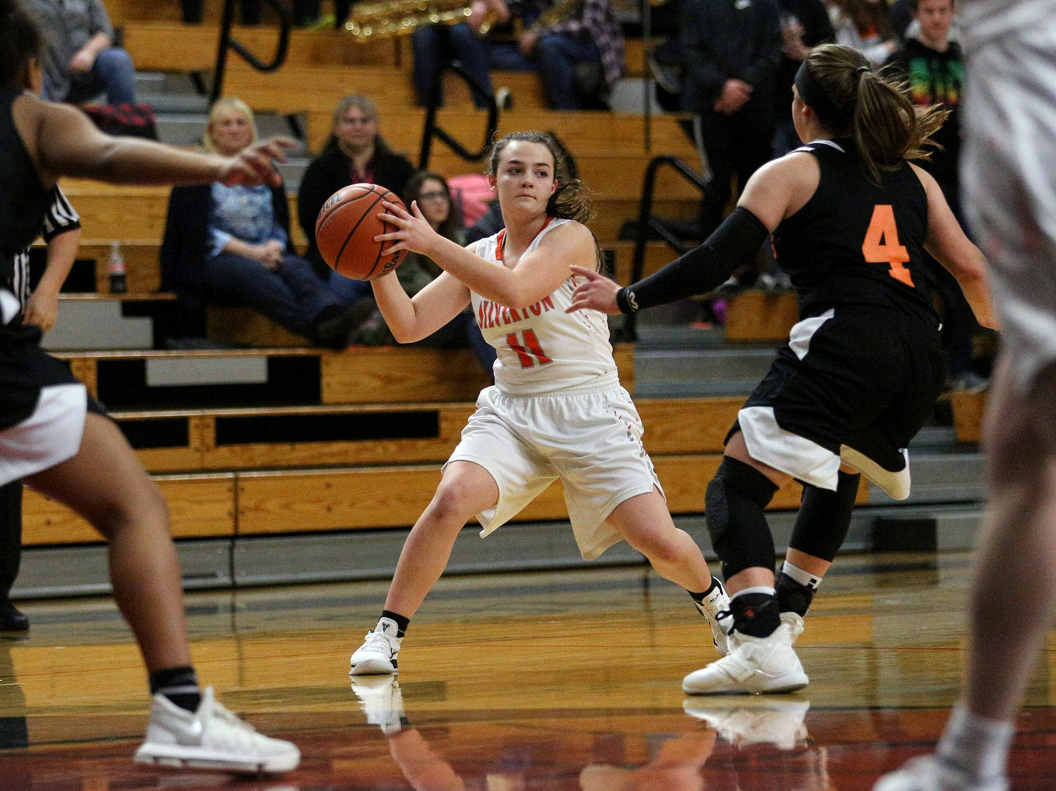 Silverton's Lilly Horner (11) during the Dallas High School vs. Silverton High School girls basketball game in Silverton on Tuesday, Dec. 8, 2019.