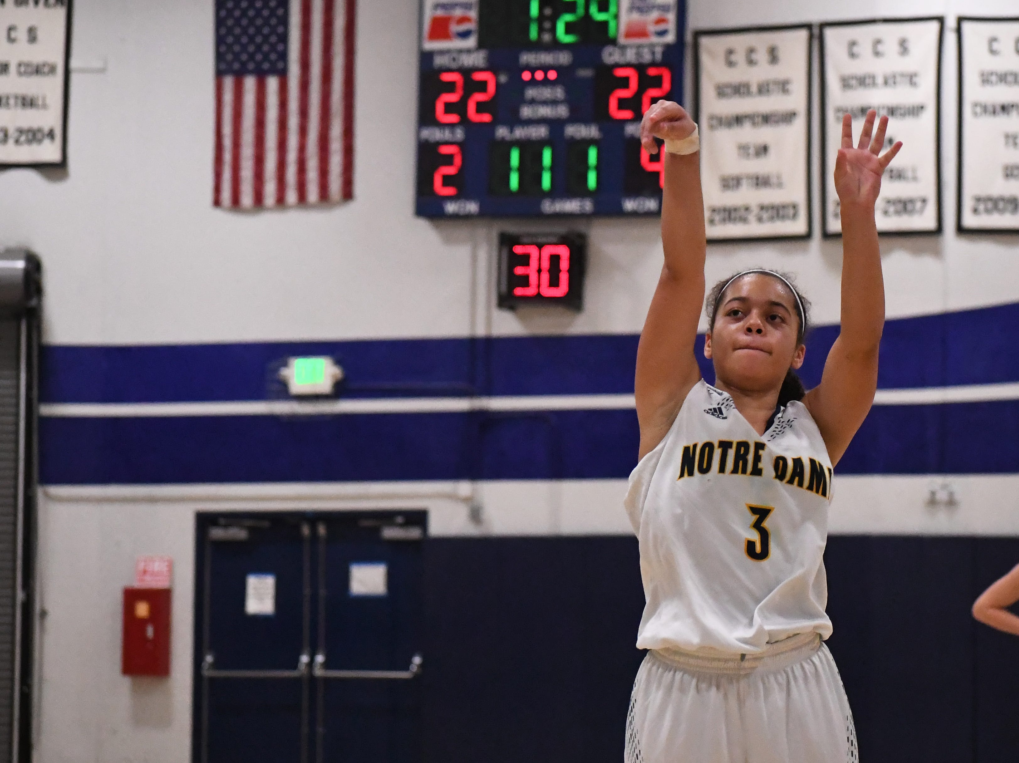 Notre Dame's Mariah Schlapfer (3) shoots a free throw in the third quarter.