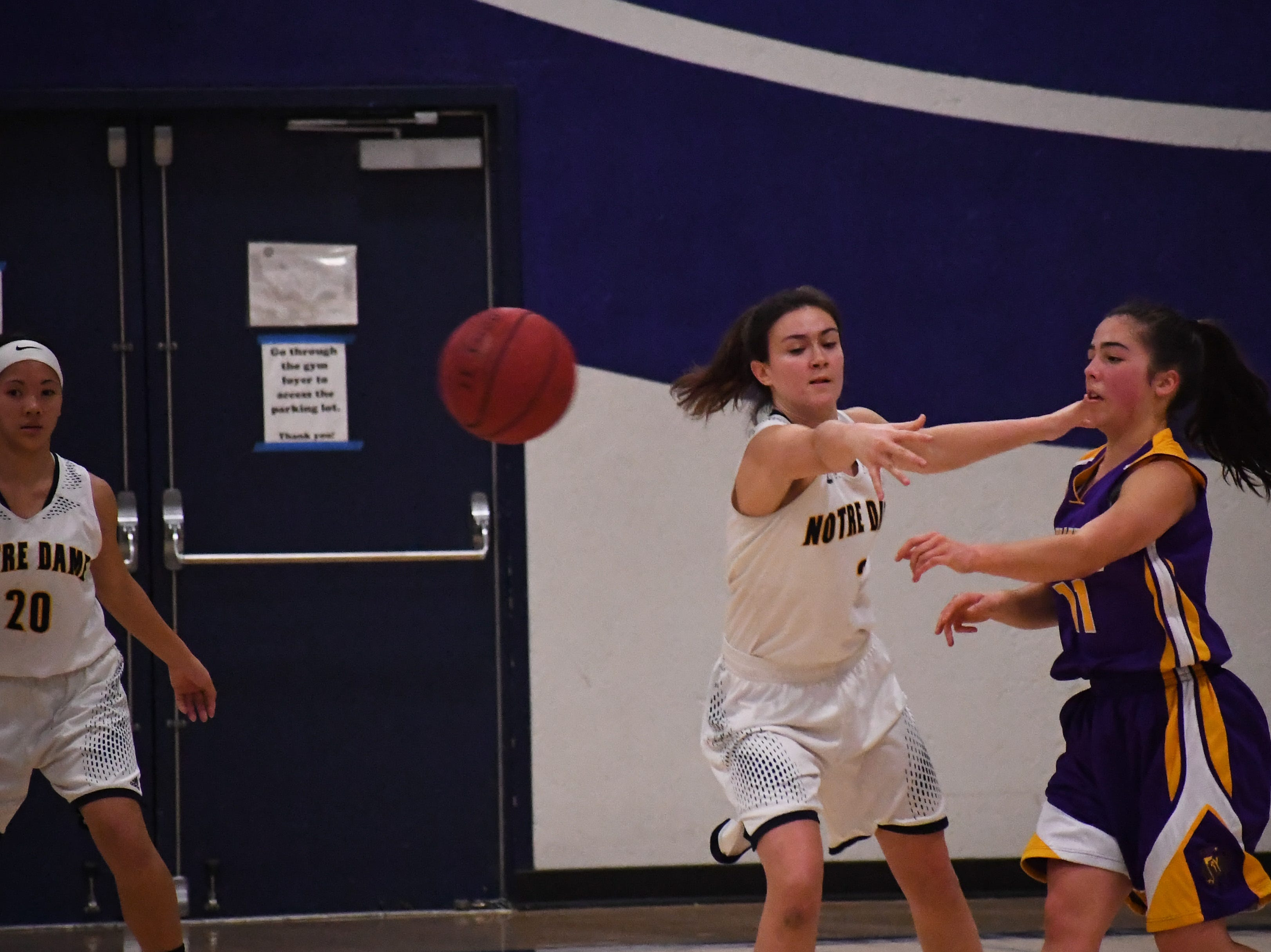 Salinas guard Brooke Cannon (11) fires a pass past the hand of Notre Dame's Kelly Kinion (2).