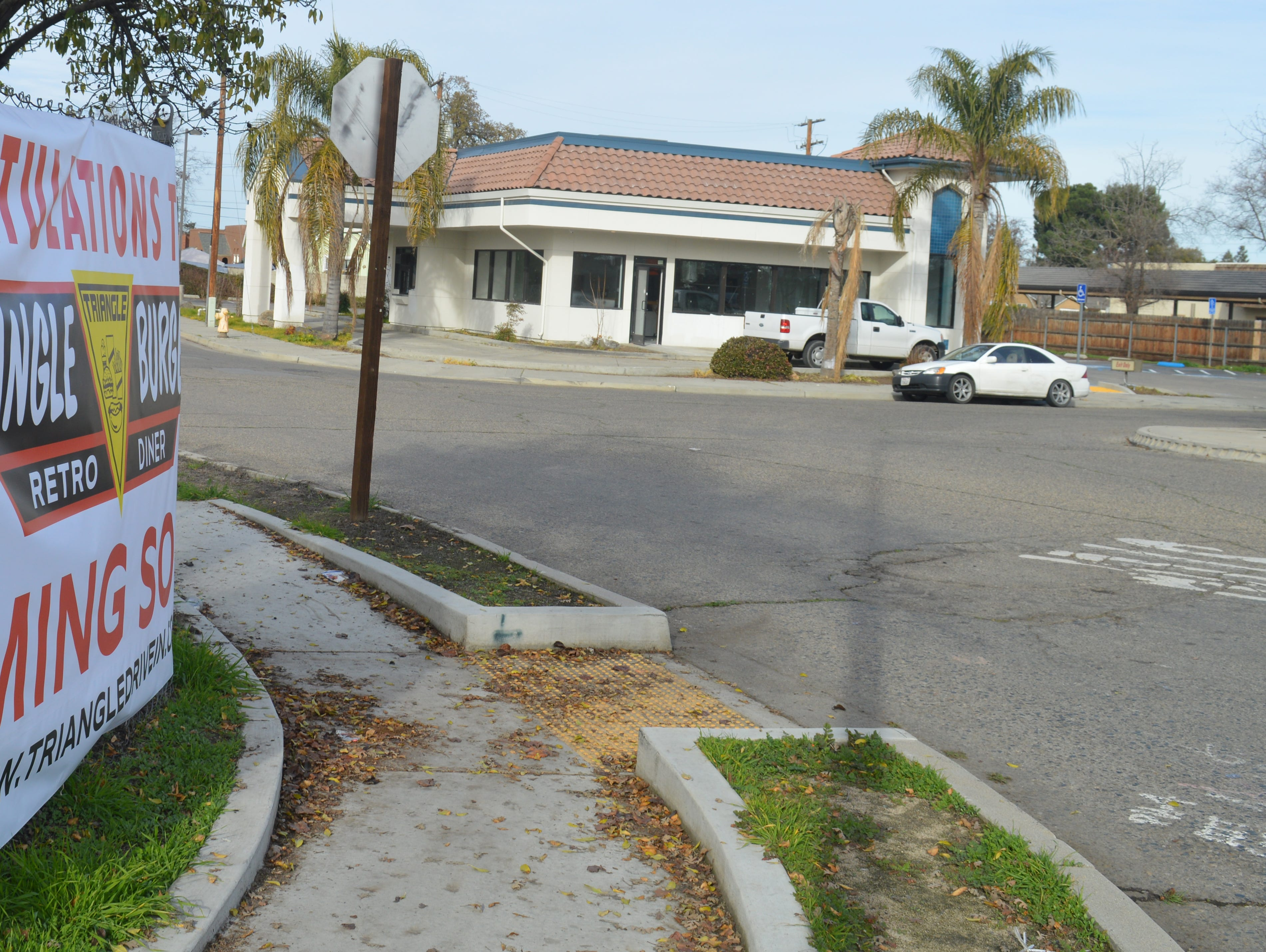Triangle Burgers gives hamburger crazy Tulare another place to chow down