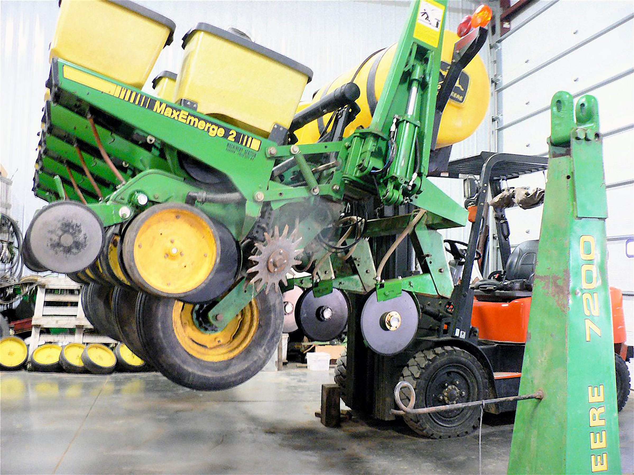 Friske specializes in John Deere corn planters.