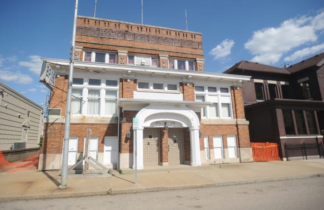 The exterior of the Zanesville Elks before the building was auctioned in 2011.