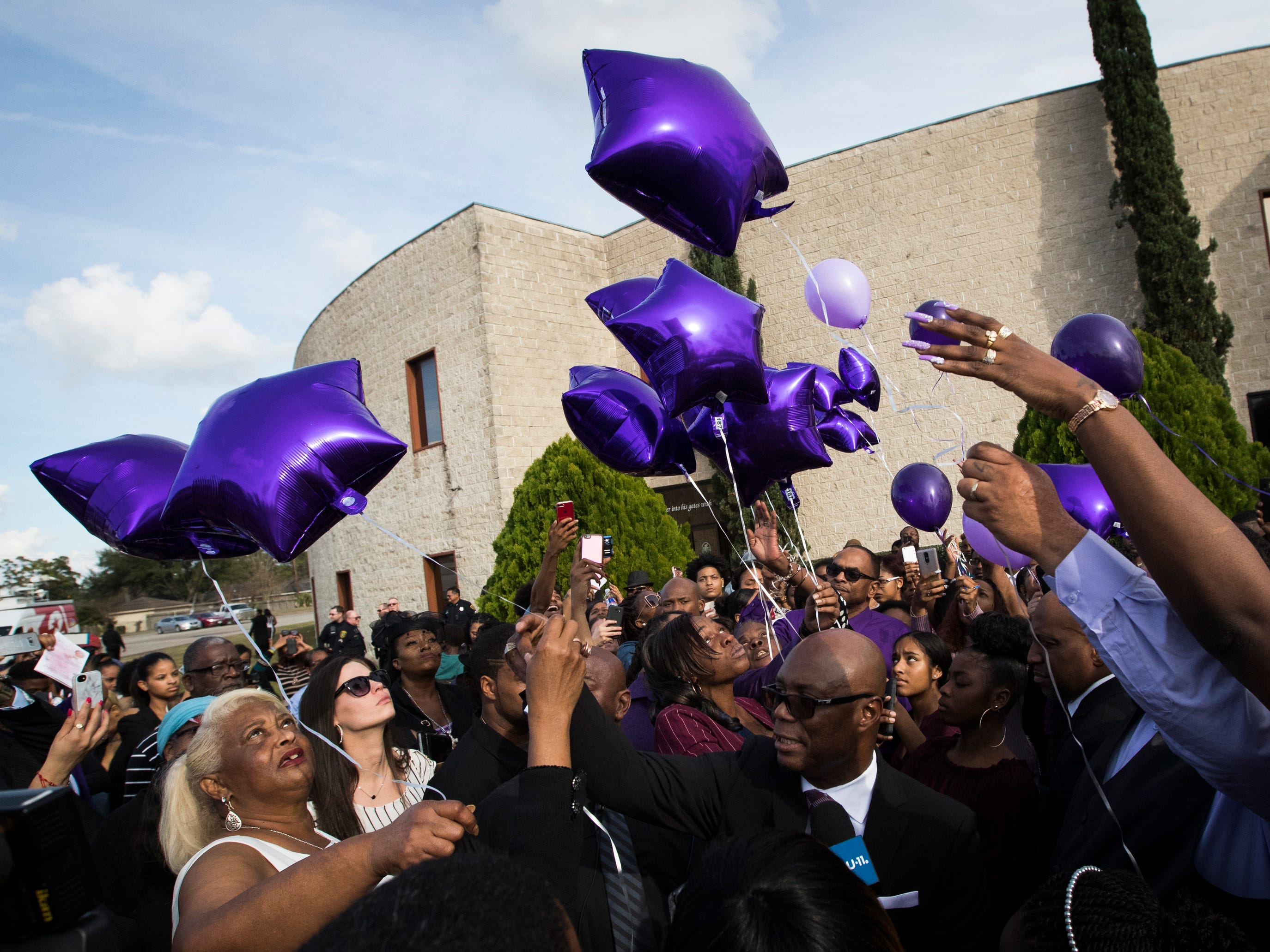 The family of Jazmine Barnes releases balloons at the end of a service in remembrance of her at The Community of Faith Church.