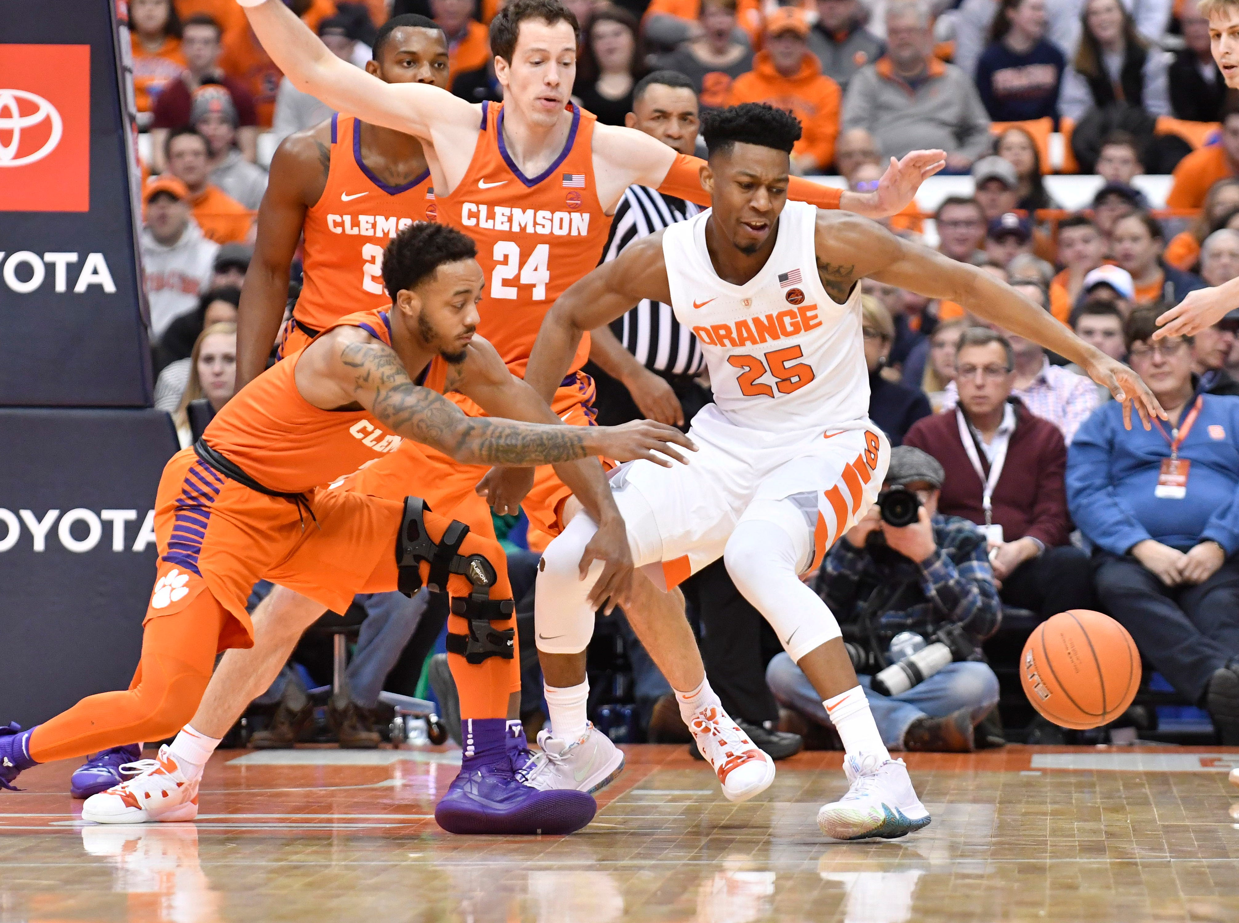 Jan 9, 2019; Syracuse, NY, USA; Syracuse Orange guard Tyus Battle (25) and Clemson Tigers guard Marcquise Reed (2) pursue a loose ball during the first half at the Carrier Dome.