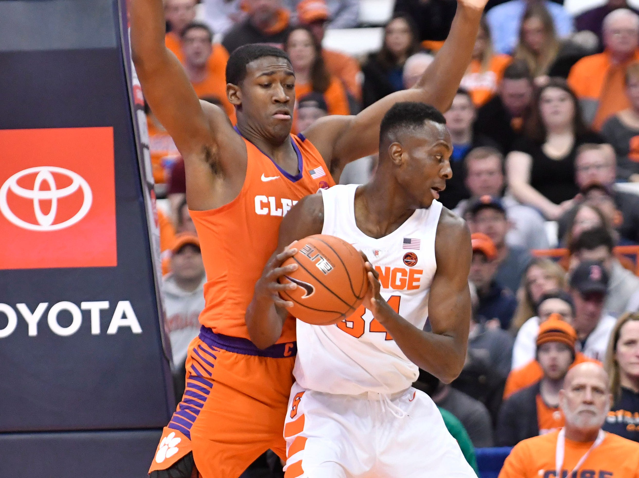 Jan 9, 2019; Syracuse, NY, USA; Syracuse Orange forward Bourama Sidibe (34) posts up against Clemson Tigers center Trey Jemison (55) during the first half at the Carrier Dome.