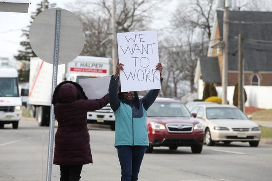 Furloughed EPA workers protest government shutdown outside the Environmental Protection Agency in Edison on Jan. 10.