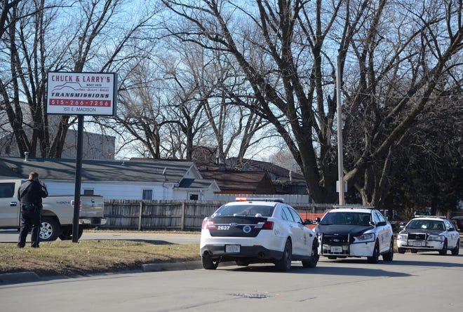 Police investigate the death of a man Thursday, Jan. 10, 2019, in the 1600 block of East Madison Avenue in Des Moines.
