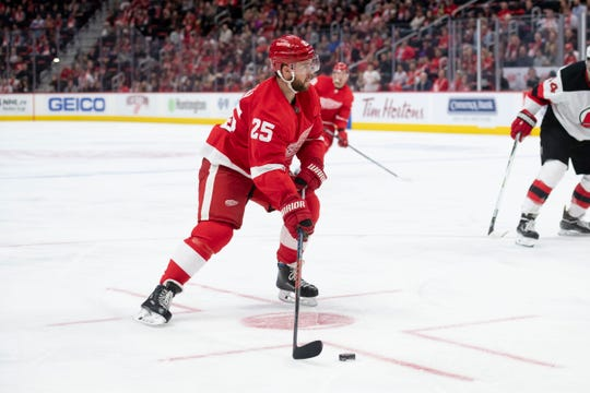 Red wings defenseman Mike Green            will return to the lineup Friday night in Winnepeg. He's been out since Dec. 11 with a foot injury.
