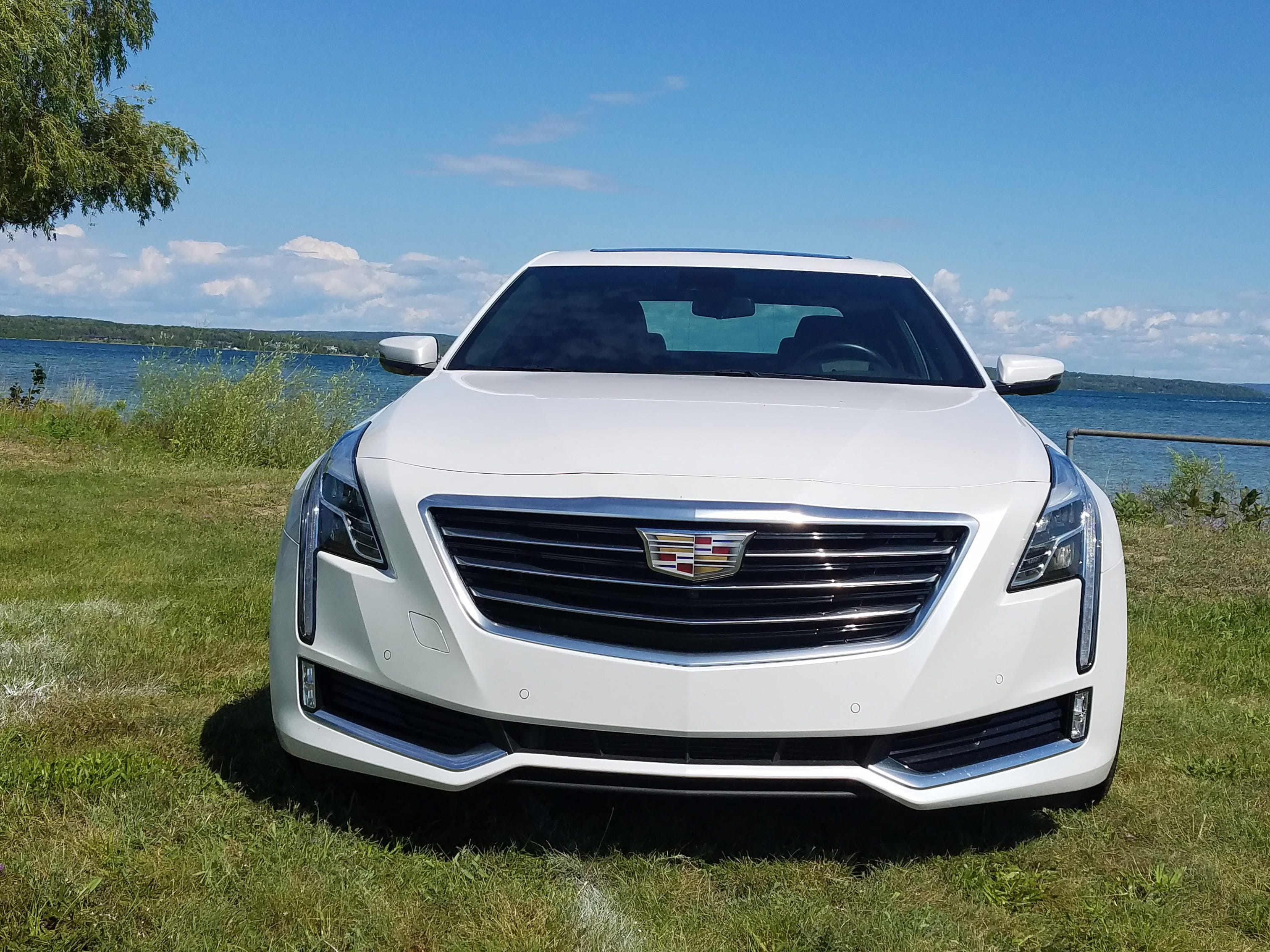The 2017 Cadillac CT6 Plug-in's face is nicely sculpted with signature, Pentagon grille and LEF headlights pushed to the corners.