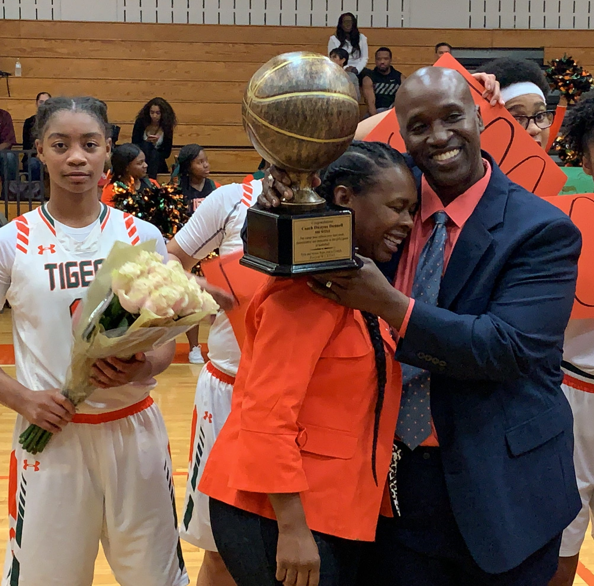 Dunbar celebrates coach Dwayne Donnell's 500 wins; Donnell celebrates roster that got him there