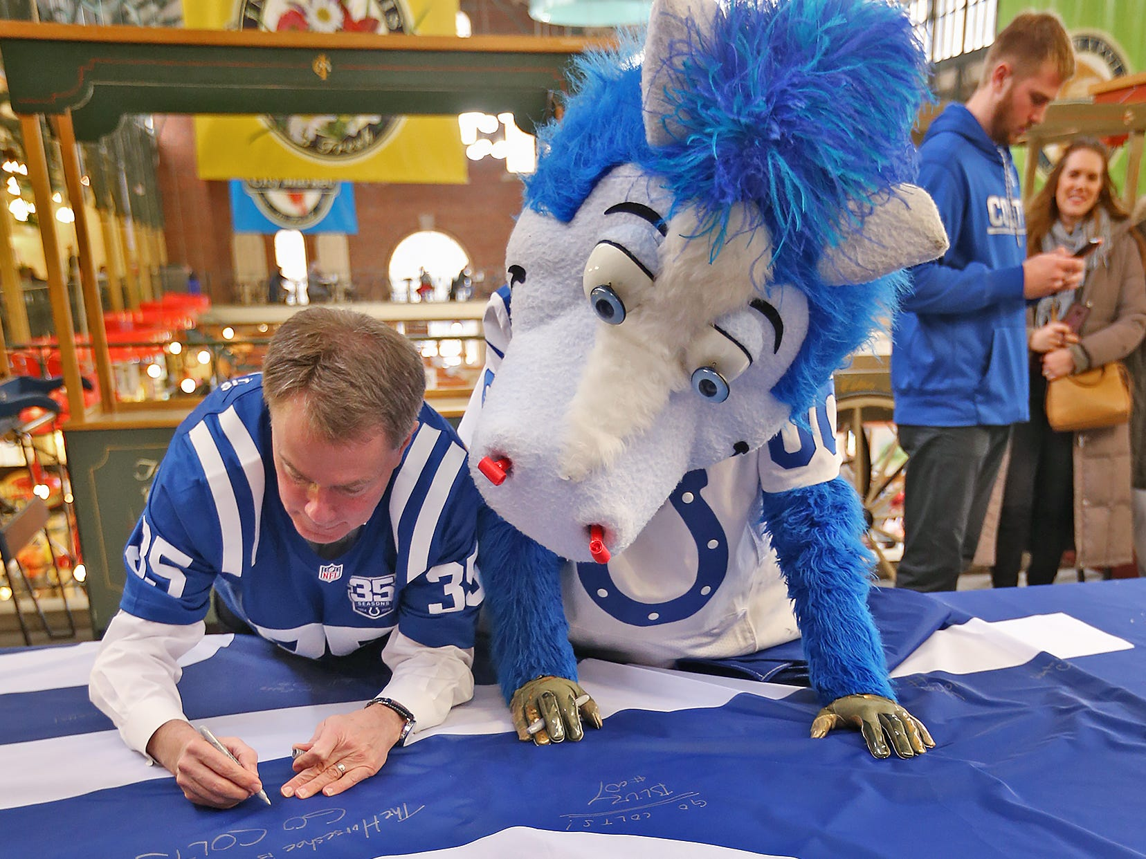 Mayor Joe Hogsett and Colts mascot Blue sign a 1-0 banner for the Colts at City Market, Thursday, Jan. 10, 2019.  The banner will be displayed for the team to see at the airport as they head off to their Kansas City playoff game.