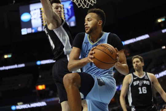 Memphis Grizzlies guard Kyle Anderson looks to pass the ball as San Antonio Spurs' Drew Eubanks defends during their game at the FedExForum on Wednesday, Jan. 9, 2019.