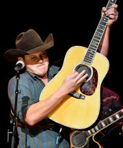 """Jon Pardi performs during the """"C'Ya On the Flipside"""" benefit concert Jan. 9, 2019, at the Grand Ole Opry House in Nashville."""