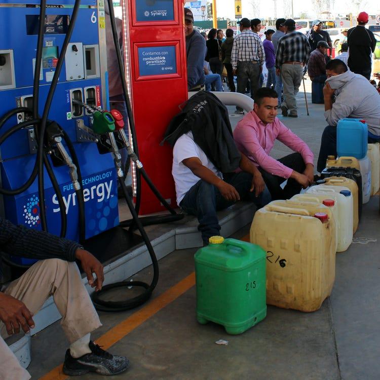 AMLO pide ayuda a mexicanos para combatir robo de gasolina