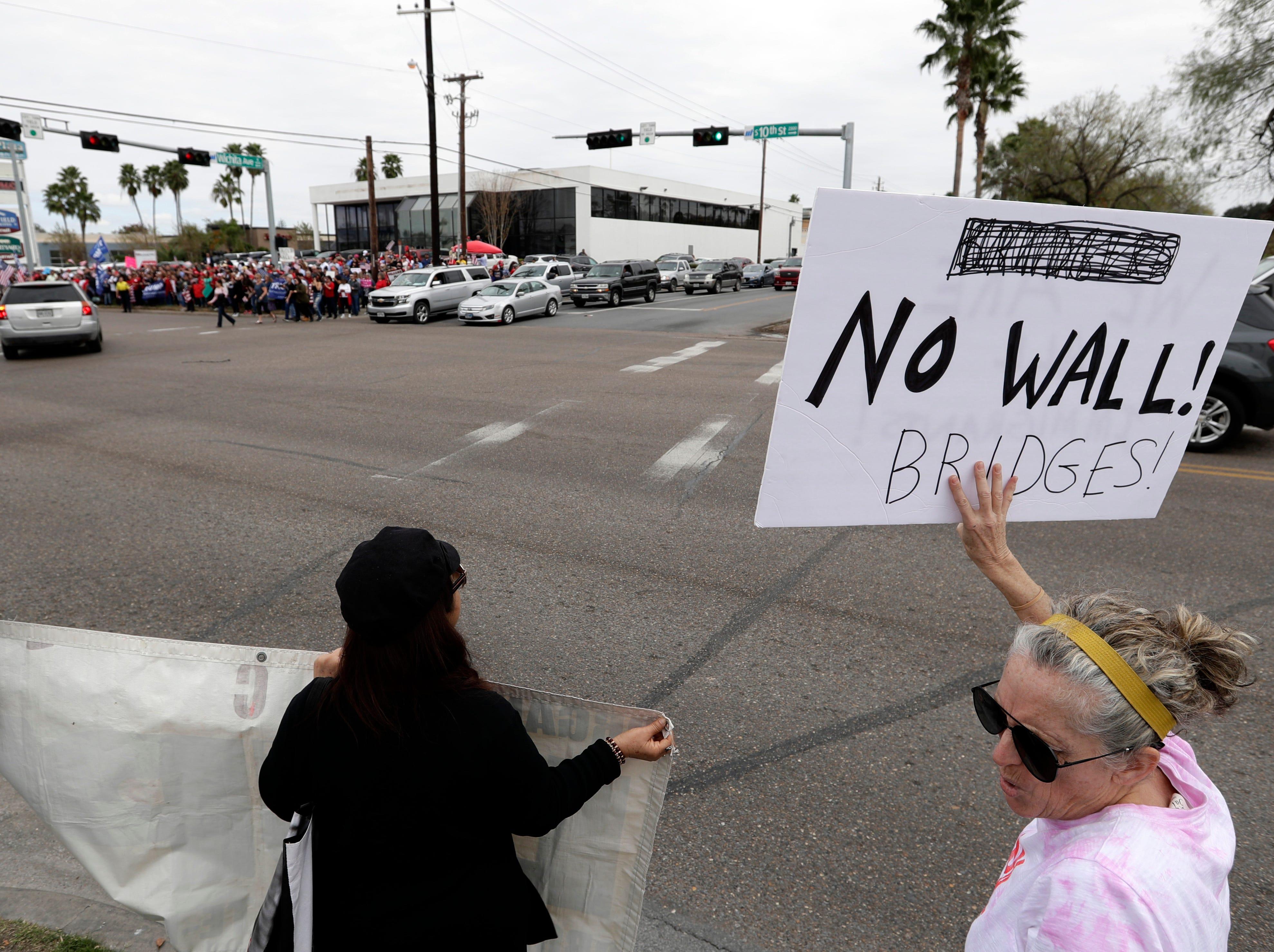 El presidente de EEUU traslada la batalla por el cierre parcial del gobierno a la frontera con México el 10 de enero, de 2018, en un intento por reforzar su caso sobre la necesidad de levantar un muro en la zona luego de que las negociaciones con los demócratas estallaron por sus exigencias.