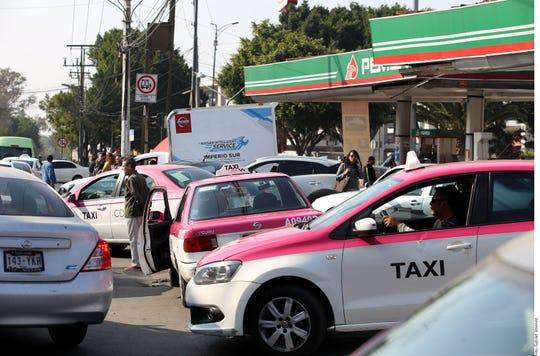La lucha contra el robo de combustible, que suma anualmente 3.000 millones de dólares, se ha vuelto la primera gran batalla interna para AMLO.