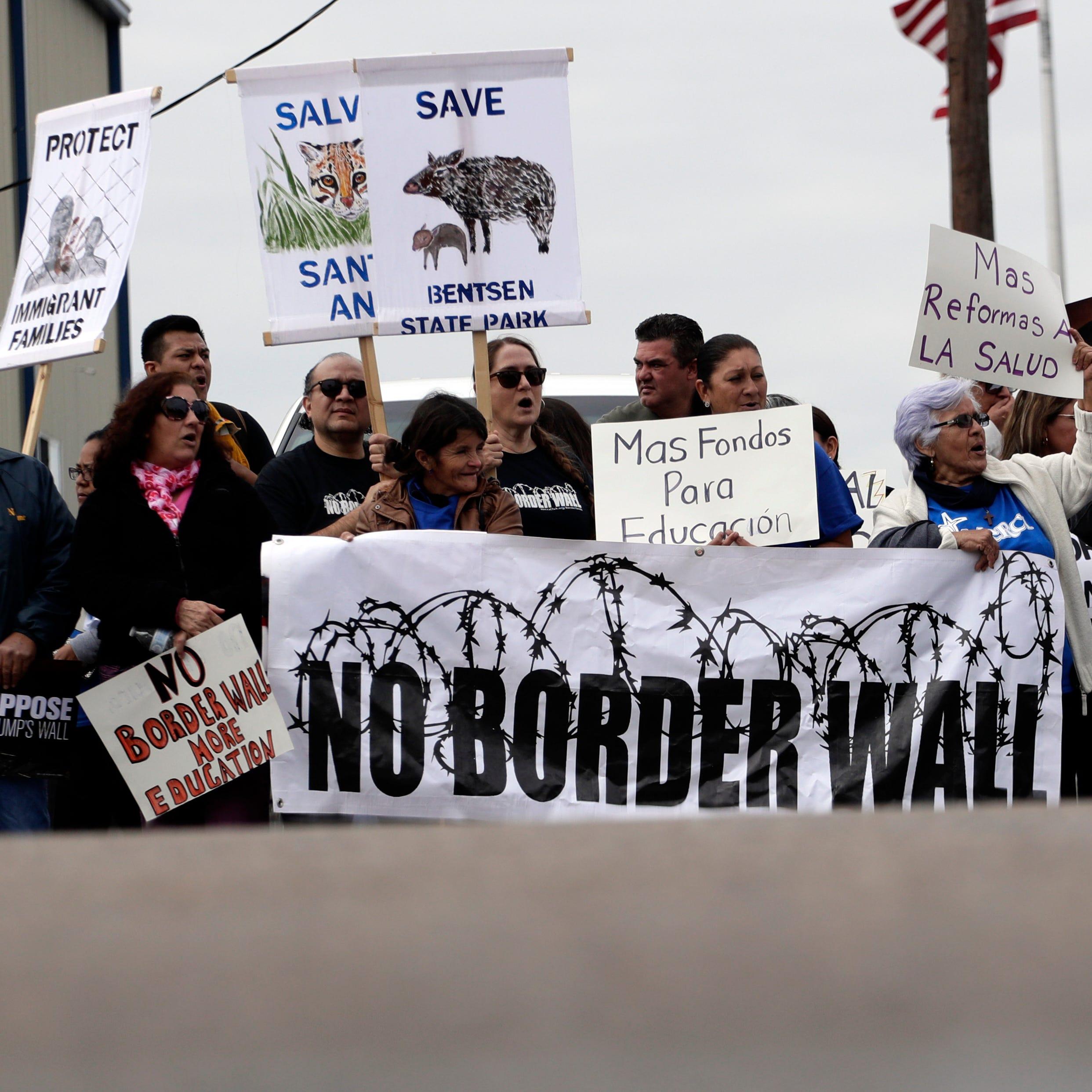 Trump visita frontera y texanos están listos para pelear por sus tierras