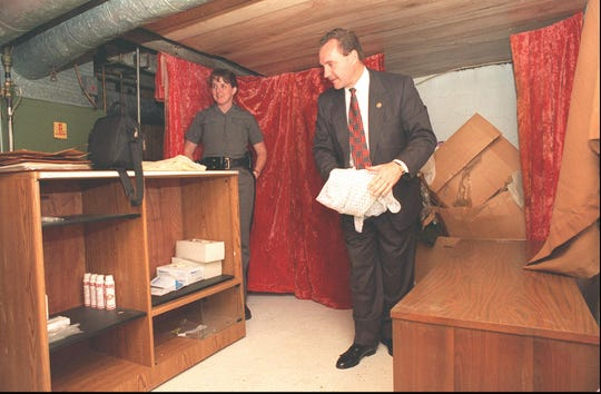 "State Police officials inspect the ""sex therapy"" office of John Horace. (October 1995 photo)"