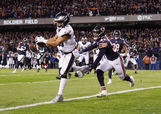 Philadelphia Eagles wide receiver Golden Tate catches the winning touchdown pass against the Bears in an NFC wild-card game.