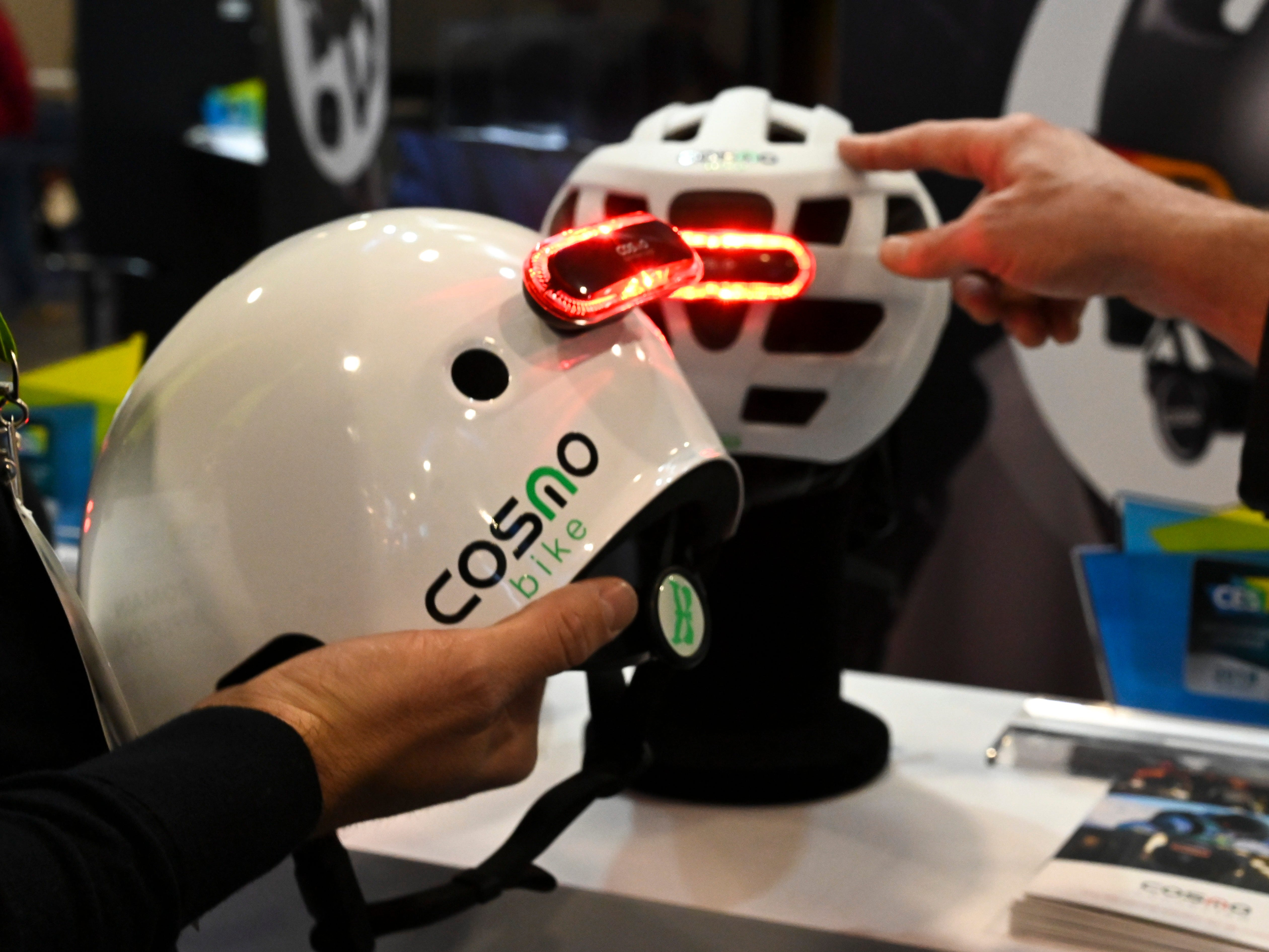 Cosmo Bike is a smart bike light with features including a tail and warning light plus turn signals.  The light has several options for mounting such as on the helmet or bike seat and has the ability to detect falls and to alter emergency contacts.