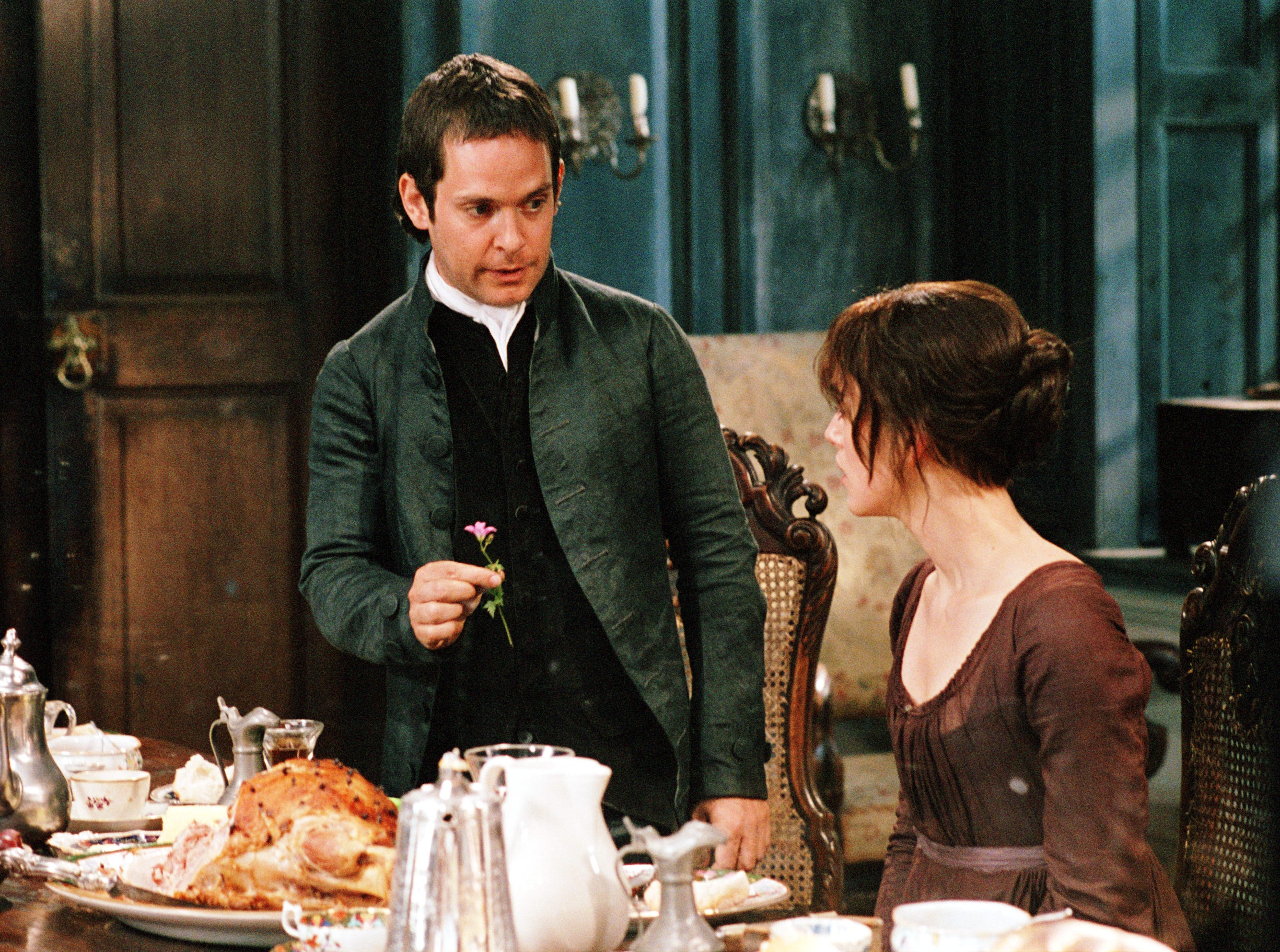 "(l-R) Tom Hollander and Keira Knightley in a scene from the motion picture ""Pride and Prejudice."" --- DATE TAKEN: rcd 010/05  By Alex Bailey   Focus Features        HO      - handout   ORG XMIT: ZX41434"