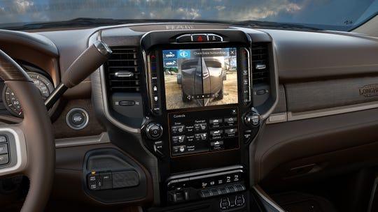 A split screen trailer hookup is possible on the display screen of the 2019 Ram Heavy Duty.