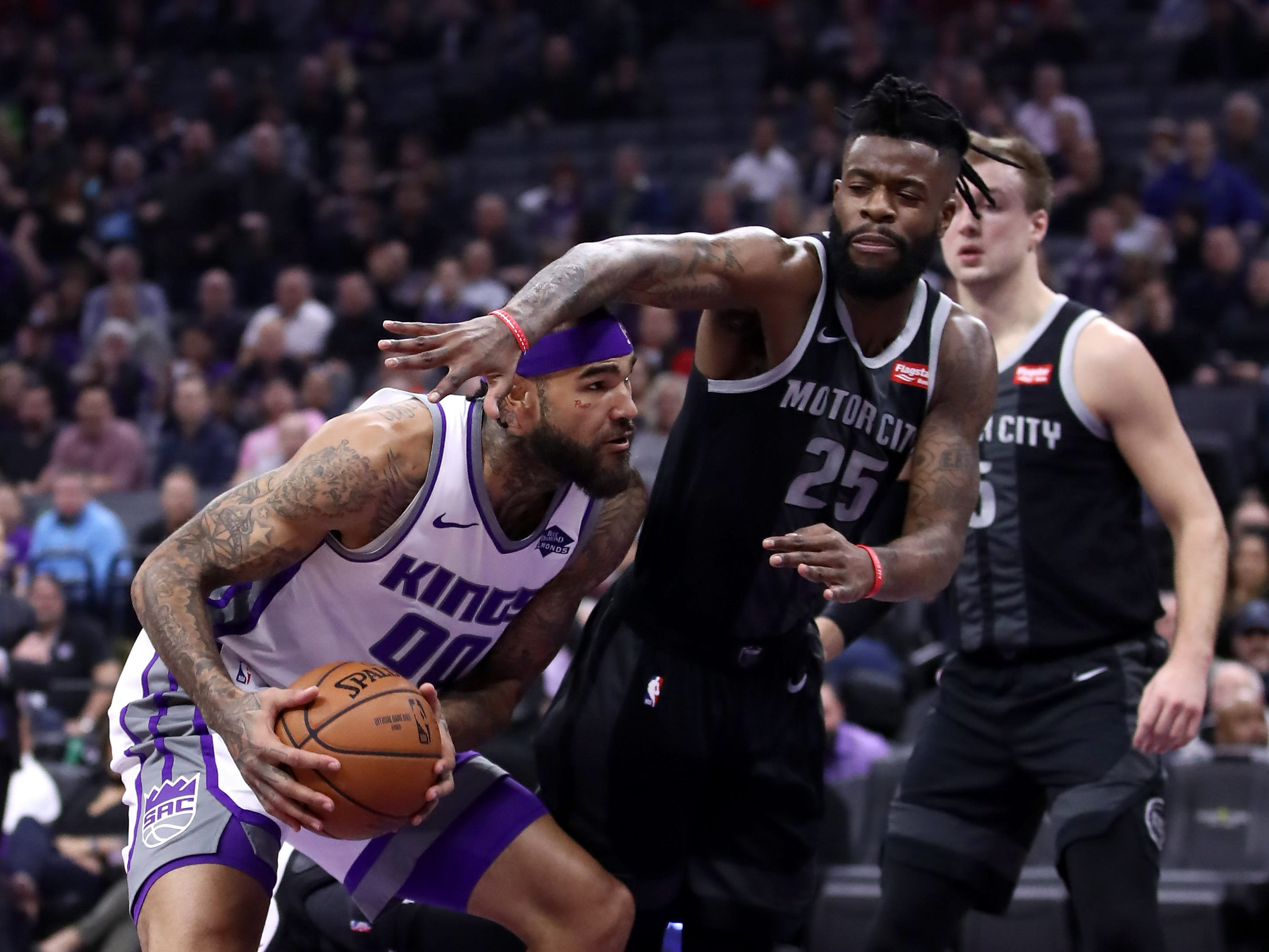 Willie Cauley-Stein #00 of the Sacramento Kings is guarded by Reggie Bullock #25 of the Detroit Pistons at Golden 1 Center on January 10, 2019 in Sacramento, California.