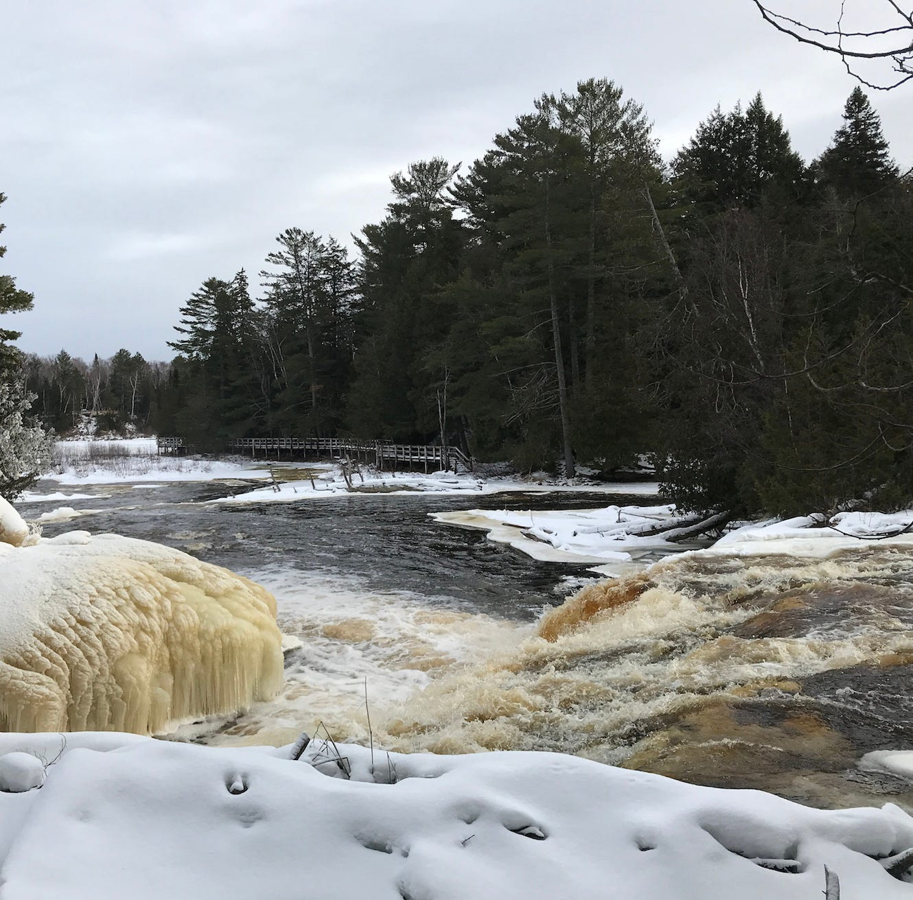 Roads reopen near Tahquamenon Falls State Park after police incident
