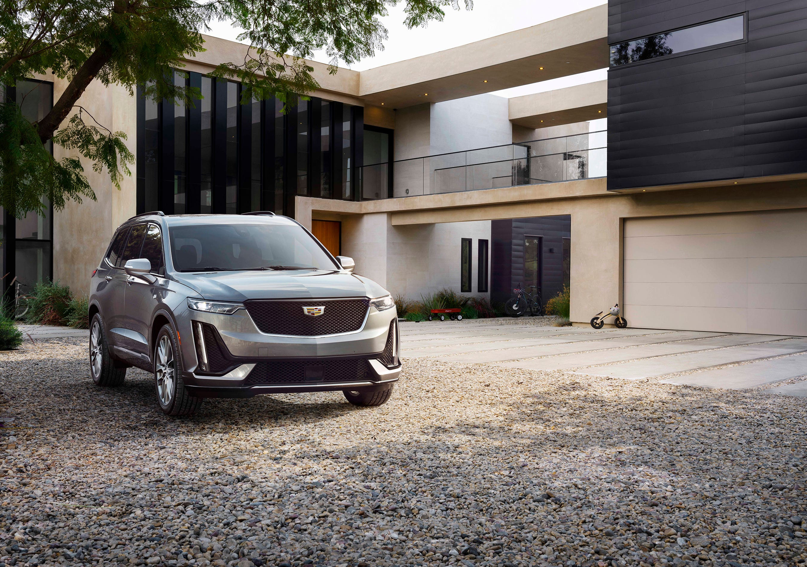 Cadillac rolls out Escalade's 'little brother,' the XT6, at Detroit auto show