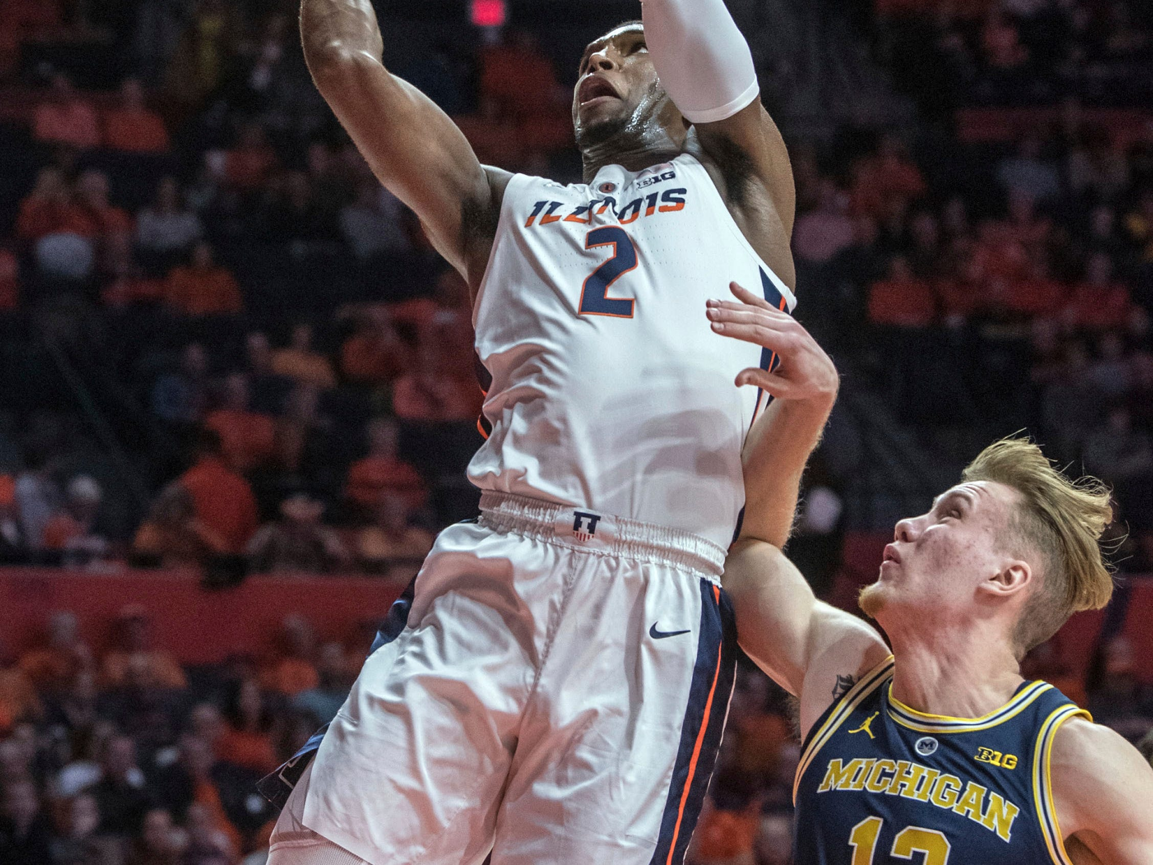 Illinois forward Kipper Nichols (2) loses the ball near Michigan forward Ignas Brazdeikis (13) during the first half.