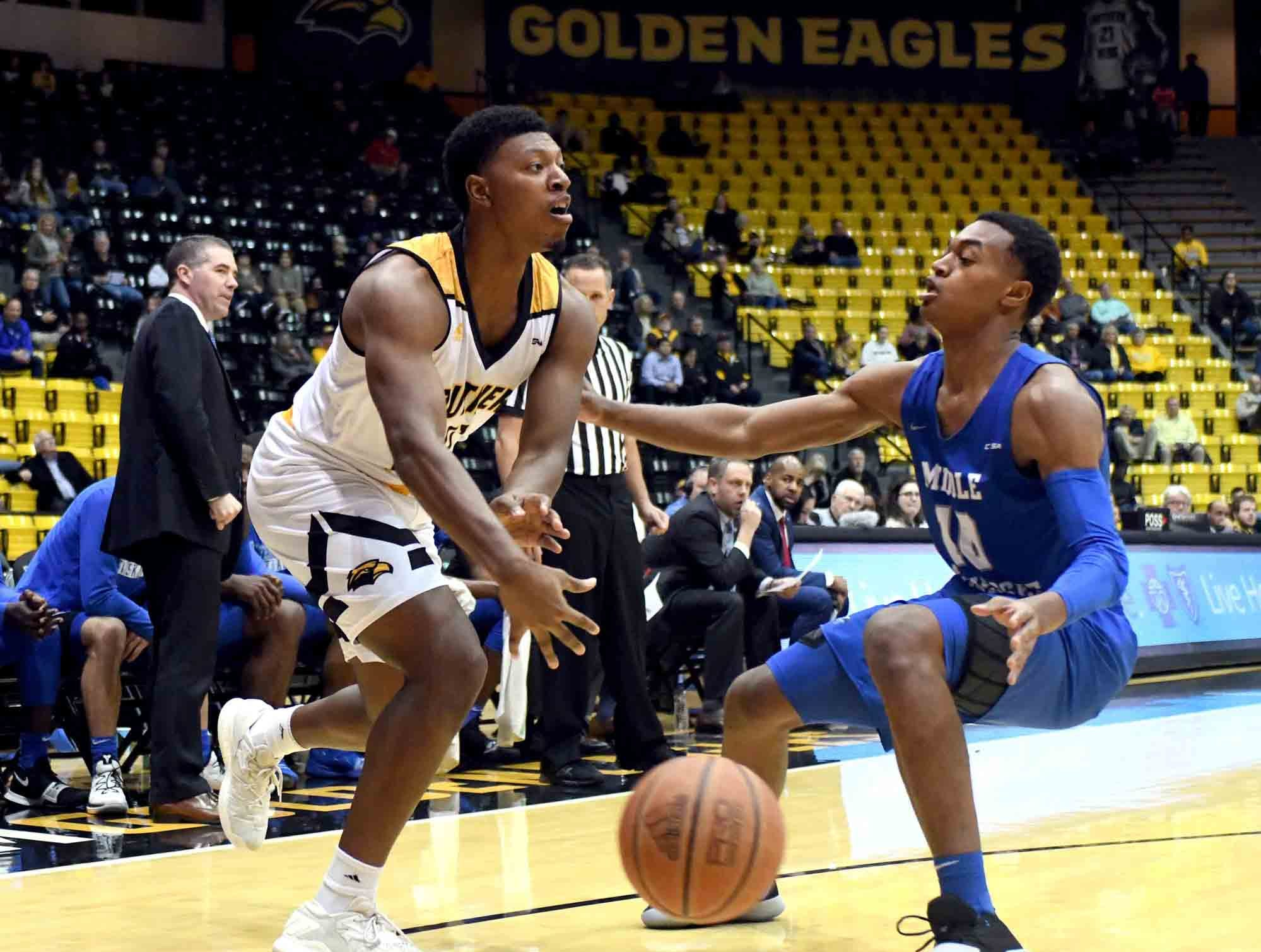 Southern Miss guard Ladavius Draine passes the ball in a  game against Middle Tennessee in Reed Green Coliseum on Thursday, January 10, 2019.