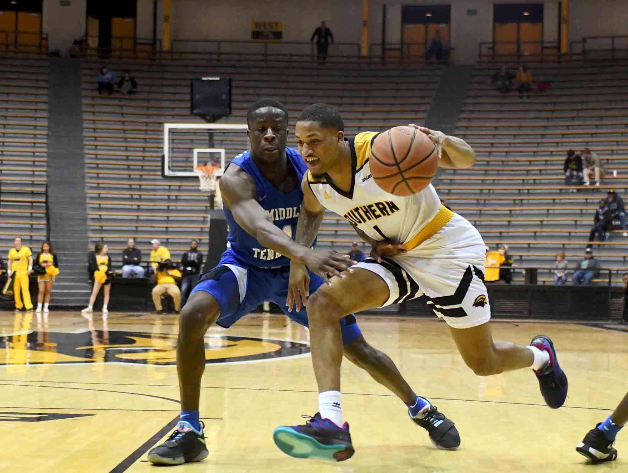 Southern Miss guard Cortez Edwards drives to the basket in a game against Middle Tennessee in Reed Green Coliseum on Thursday, January 10, 2019.