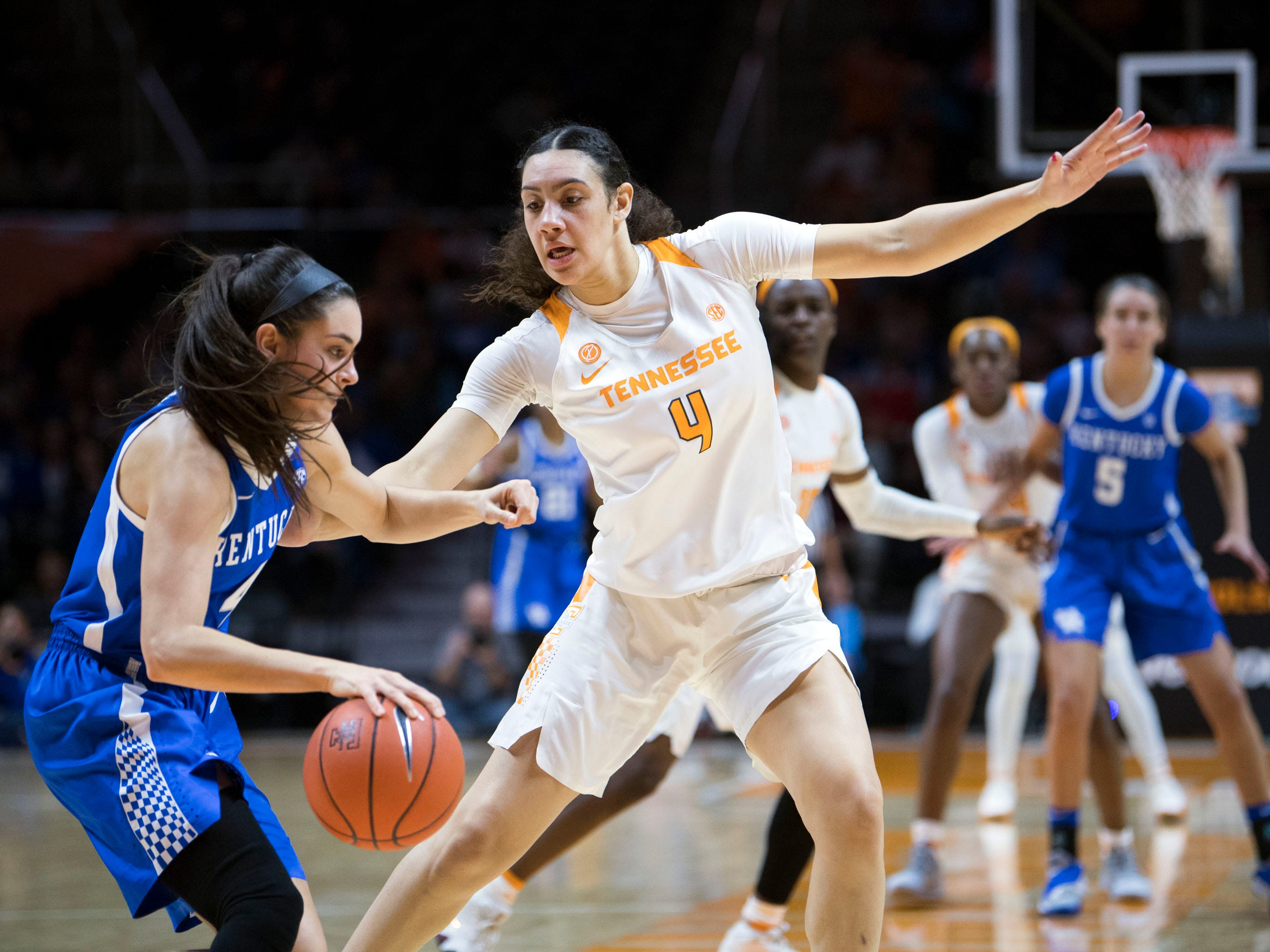 Tennessee's Mimi Collins (4) defends Kentucky's Maci Morris (4) on Thursday, January 10, 2019.