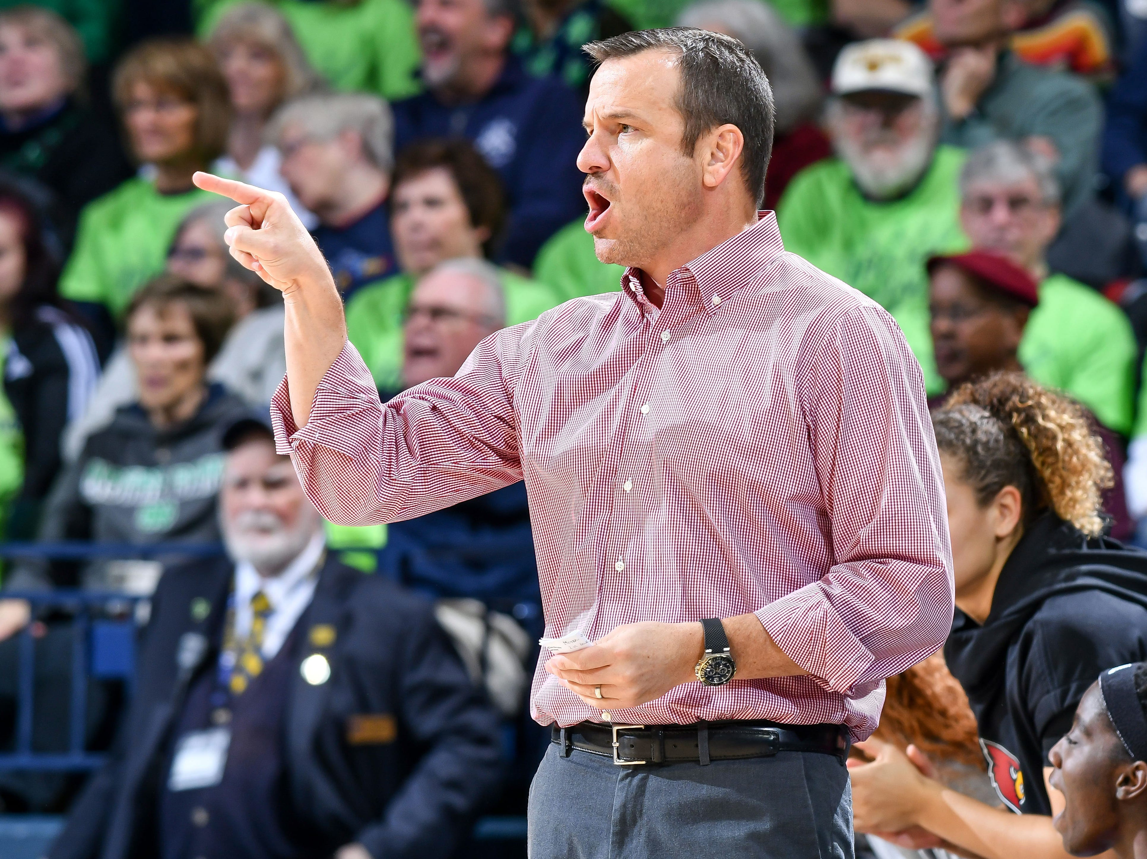 Jan 10, 2019; South Bend, IN, USA; Louisville Cardinals head coach Jeff Walz signals to his players in the first half against the Notre Dame Fighting Irish at the Purcell Pavilion.