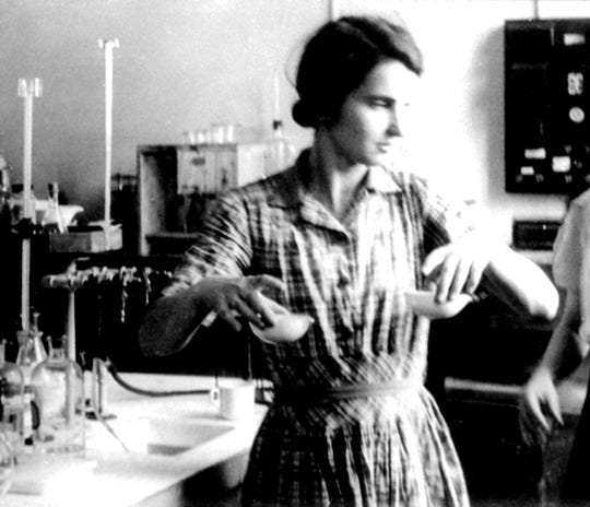 The discovery of the double helix structure of DNA might have been impossible without the work of the brilliant molecular biologist Rosalind Franklin, shown in her Paris lab in this undated photo.