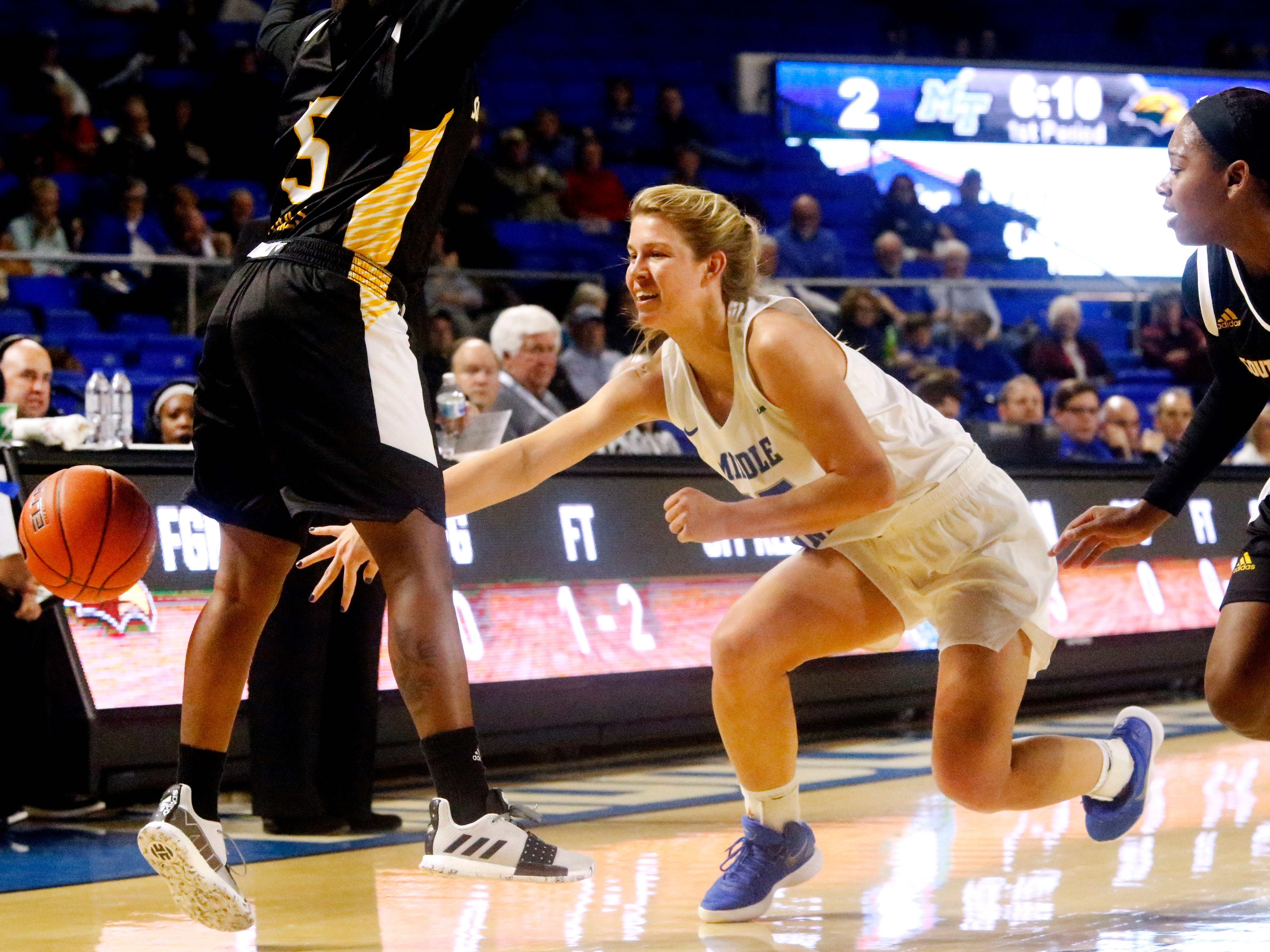MTSU's guard Anna Jones (15) loses control of th eball as he is defended by Southern Miss' Shonte Hailes (5) and Alarie Mayze (25) on Thursday Jan. 10, 2019.